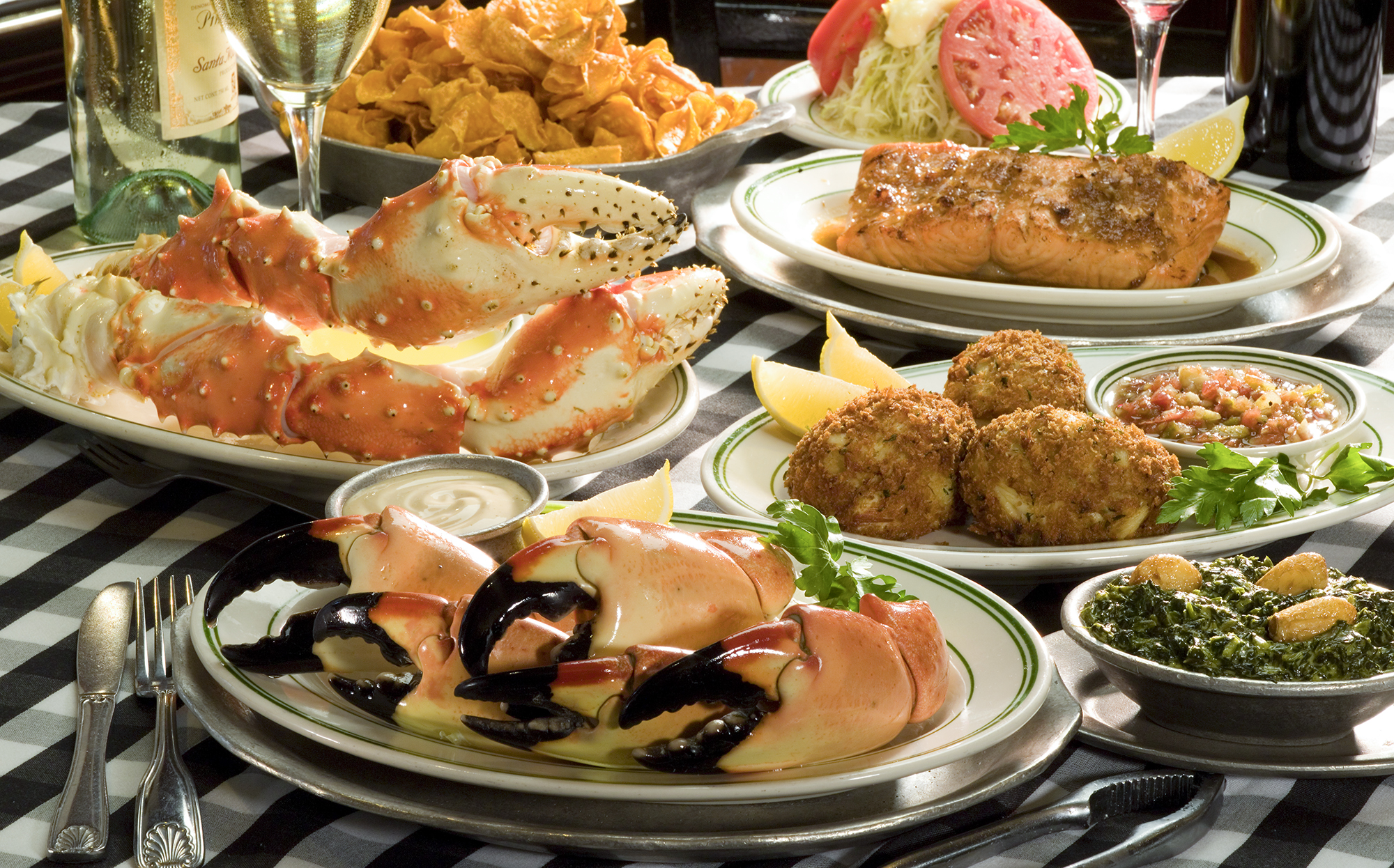 F:PHOTOReady RoomActionsInsert Request48026#joes stone crabJoe'sStoneCrab_GroupFoods_H.jpg