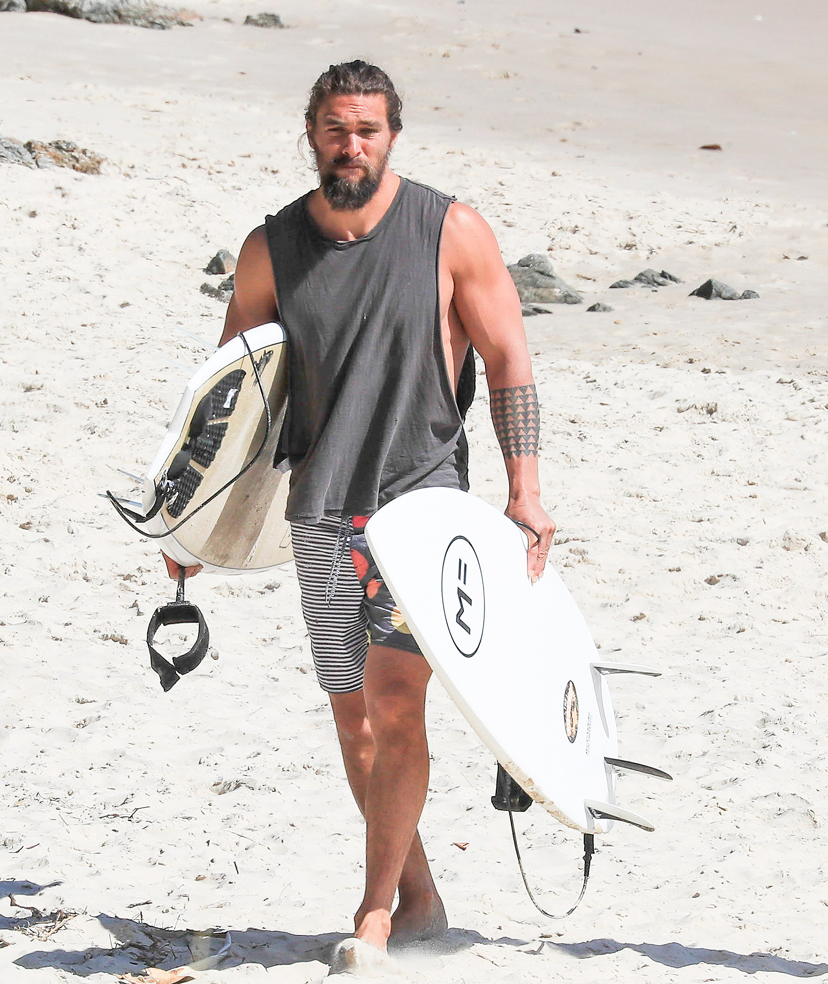"EXCLUSIVE: *NO MAIL ONLINE* Jason Momoa takes a break from filming ""Aquaman"" in Byron Bay, enjoying a surf and drink with friends."