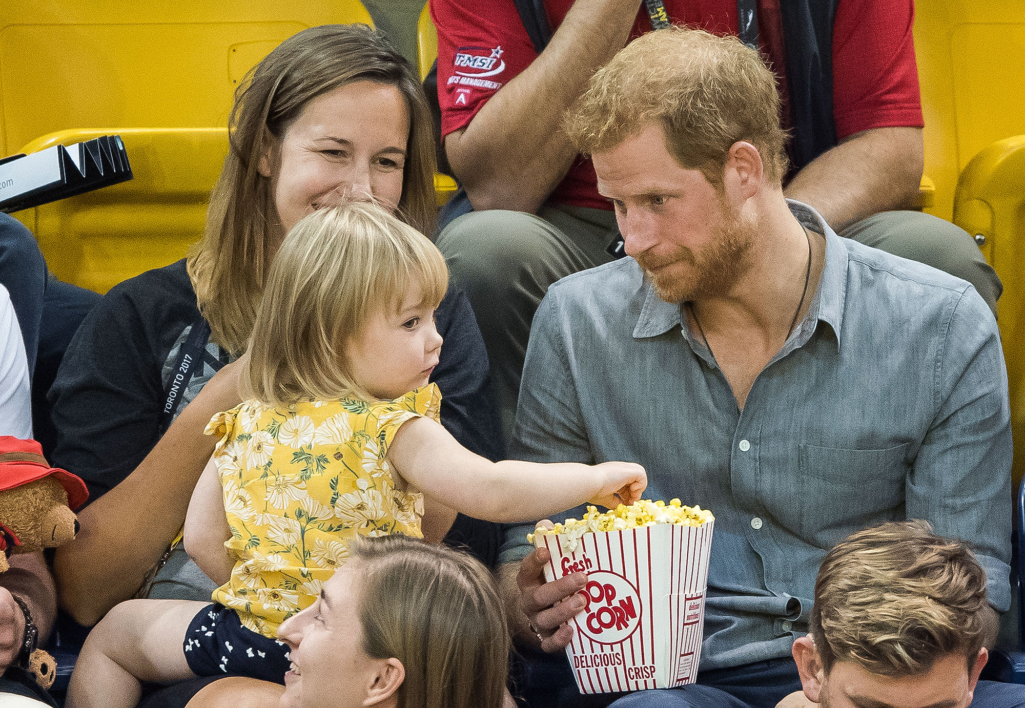 prince-harry-little-girl-2