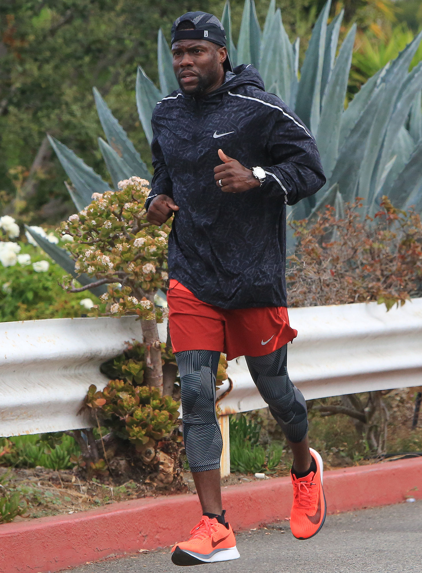 EXCLUSIVE: Comedian Kevin Hart works up a sweat as he is spotted running near the Santa Monica Steps in Santa Monica, Ca with his personal trainer