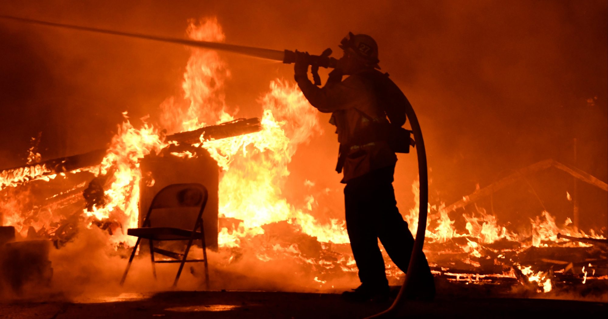 SANTA PAULA, Calif. Firefighters battle a santa ana wind-driven brush fire called the Thomas fire that exploded to 31, 00 acres with zero percent containment overnight Monday into early Tuesday morning, according to Ventura County fire officials. December