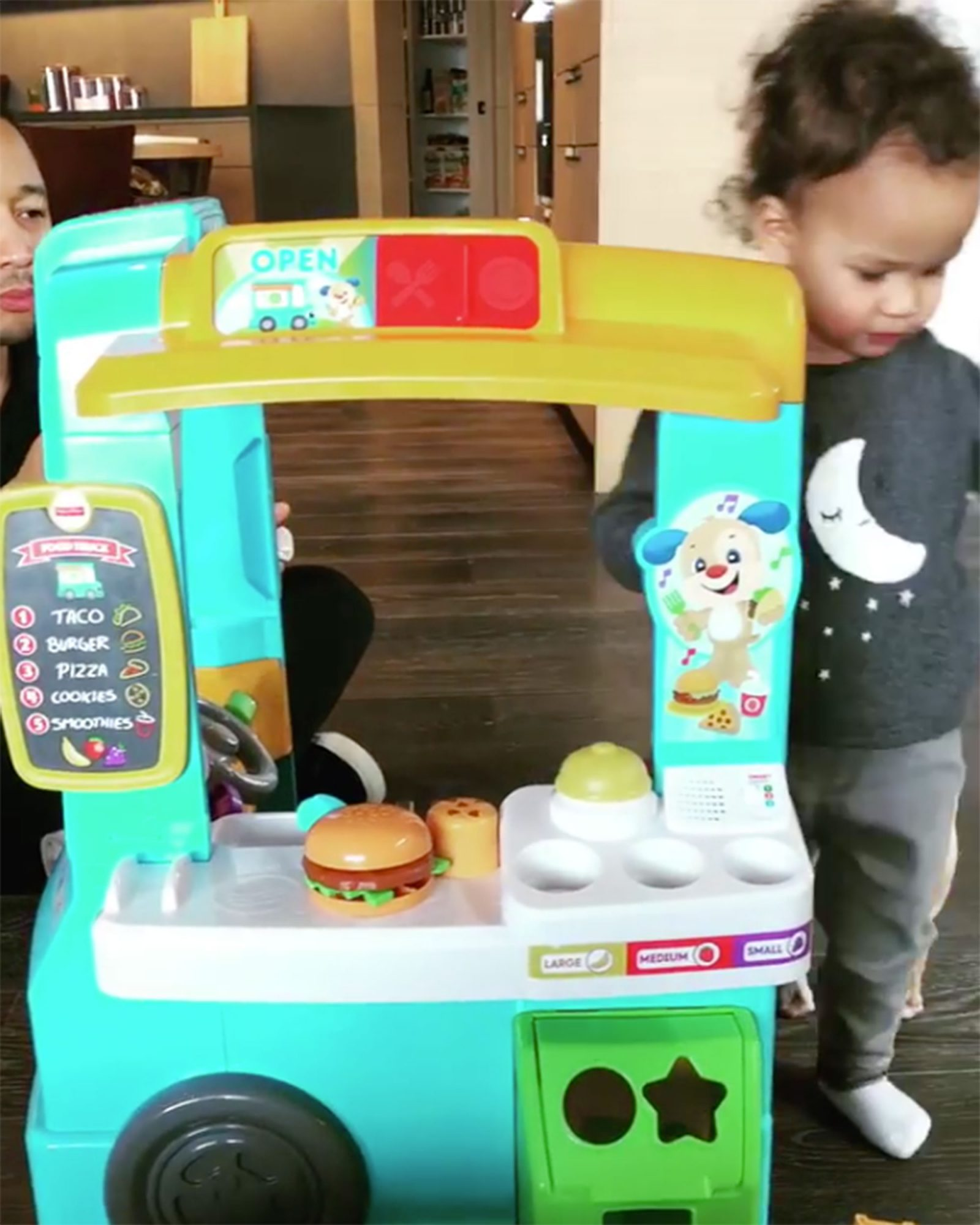 chrissy-teigen-luna-food-truck-2