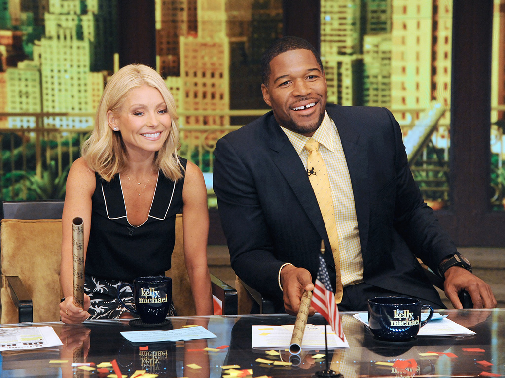 MICHAEL STRAHAN, LIVE! WITH KELLY AND MICHAEL
