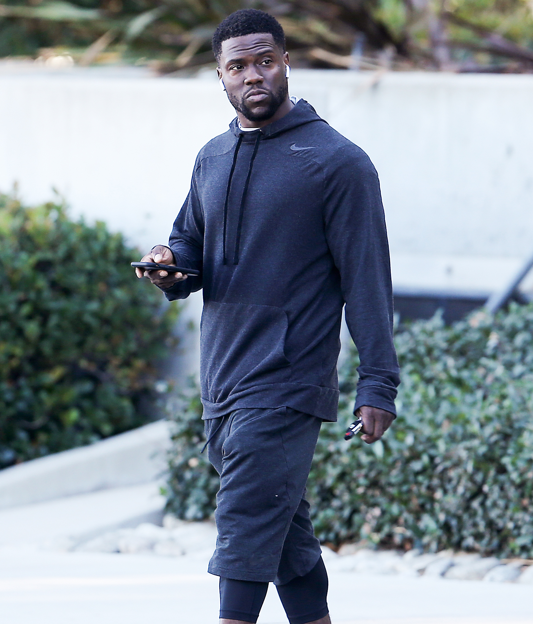 EXCLUSIVE: Kevin Hart gets a parking ticket in his $220,000 Mercedes-Benz AMG G 65 as he works out at the gym