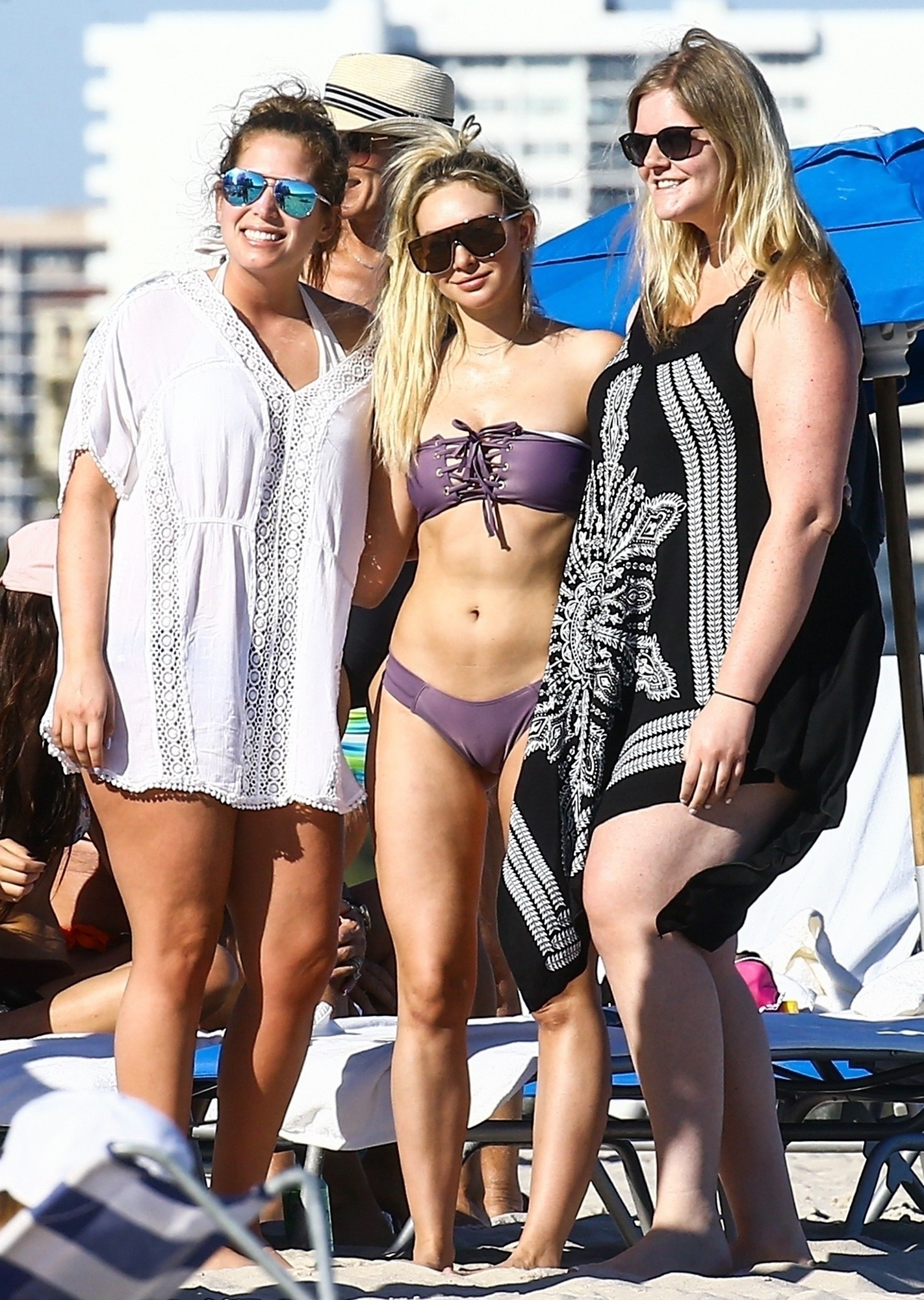 *EXCLUSIVE* Corinne Olympios hits the beach on Christmas Day in Miami, FL