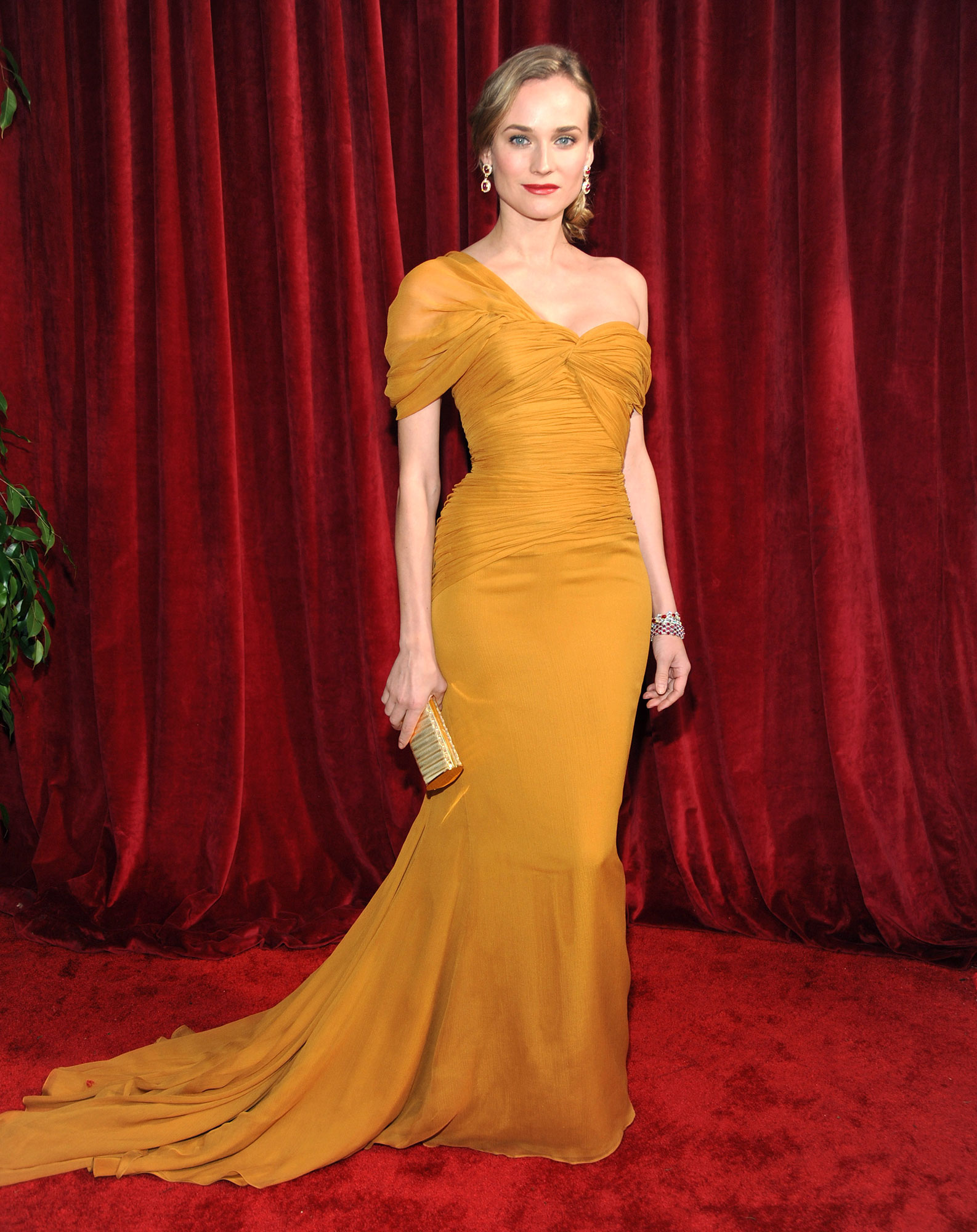 TNT/TBS Broadcasts The 16th Annual Screen Actors Guild Awards - Red Carpet