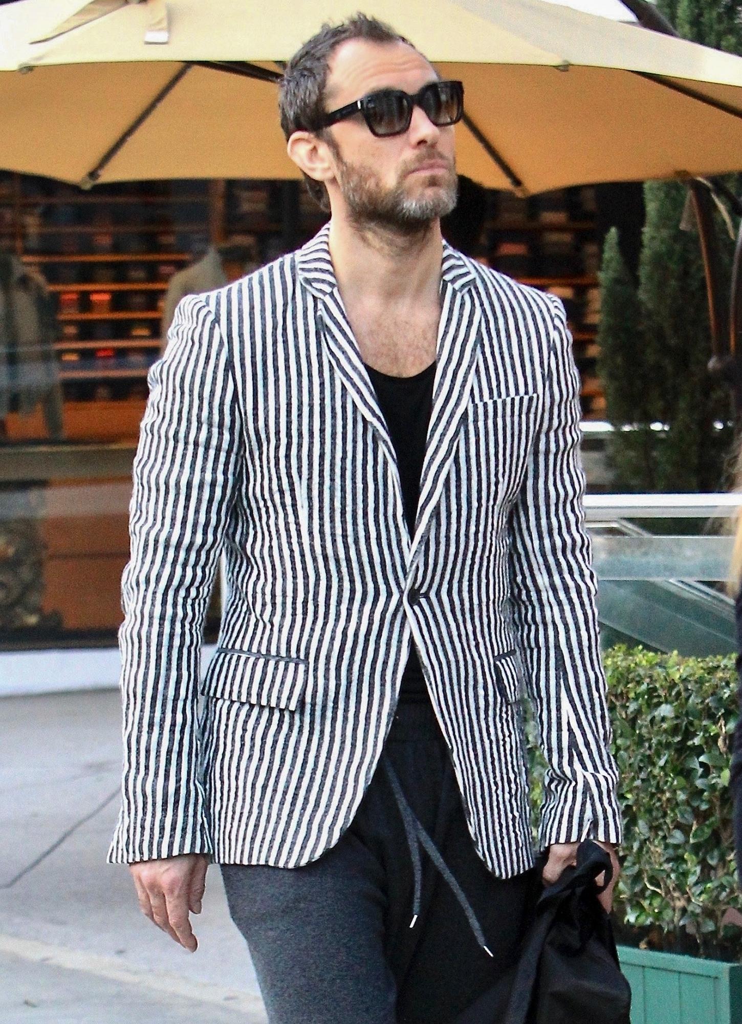 *EXCLUSIVE* Jude Law goes shopping at Yves Saint Laurent in Beverly Hills