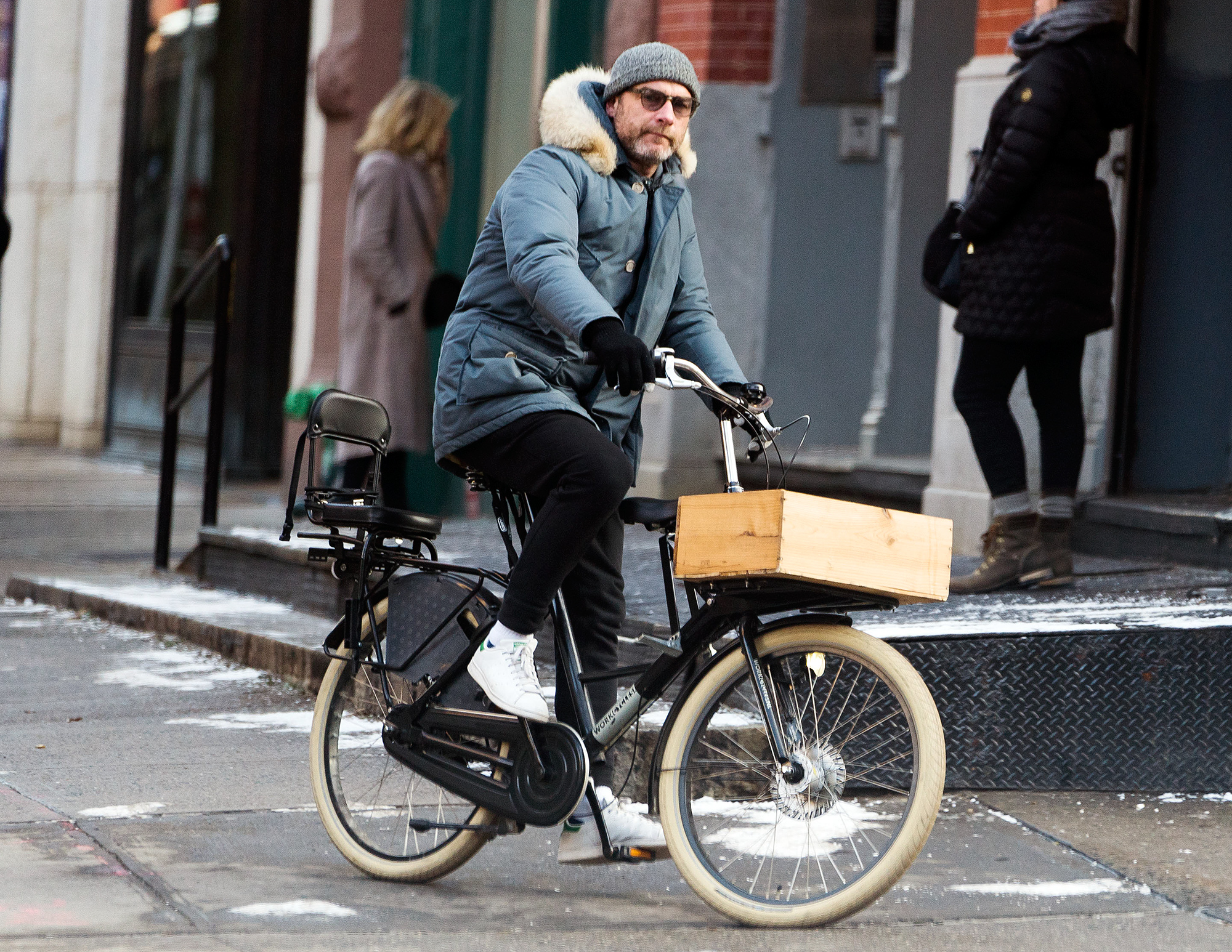 Liev Schreiber rides his bike in the cold in New York a day after New years day