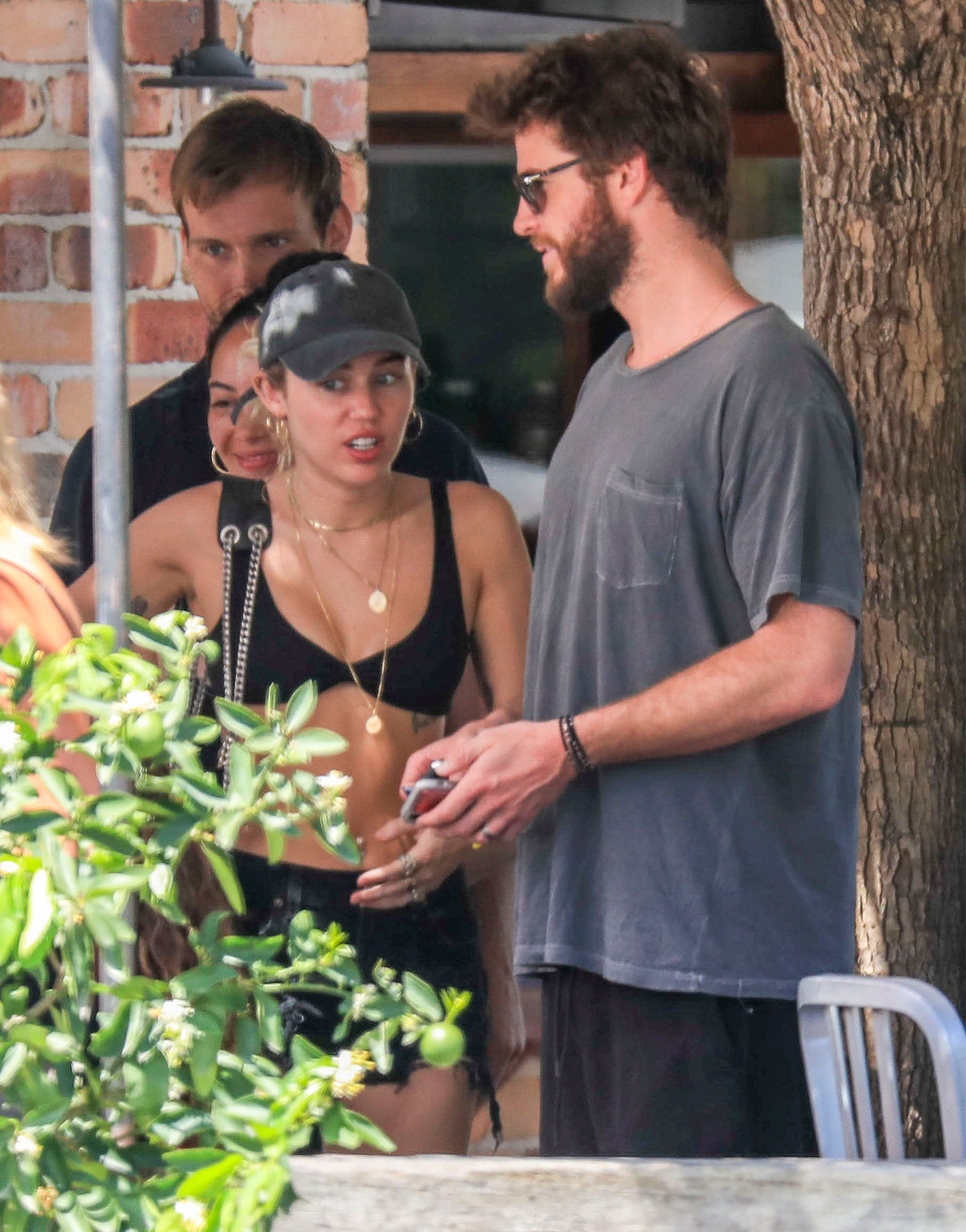 EXCLUSIVE: *PREMIUM EXCLUSIVE* *NO MAIL ONLINE*  Miley Cyrus and Liam Hemsworth head out for lunch with Liam's parents in Byron Bay