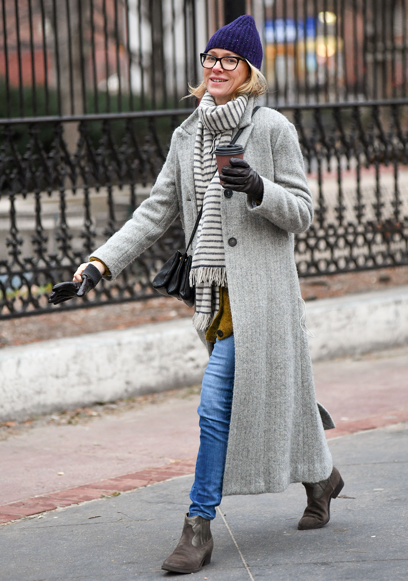 EXCLUSIVE: Naomi Watts is all smiles this morning while grabbing her Coffe
