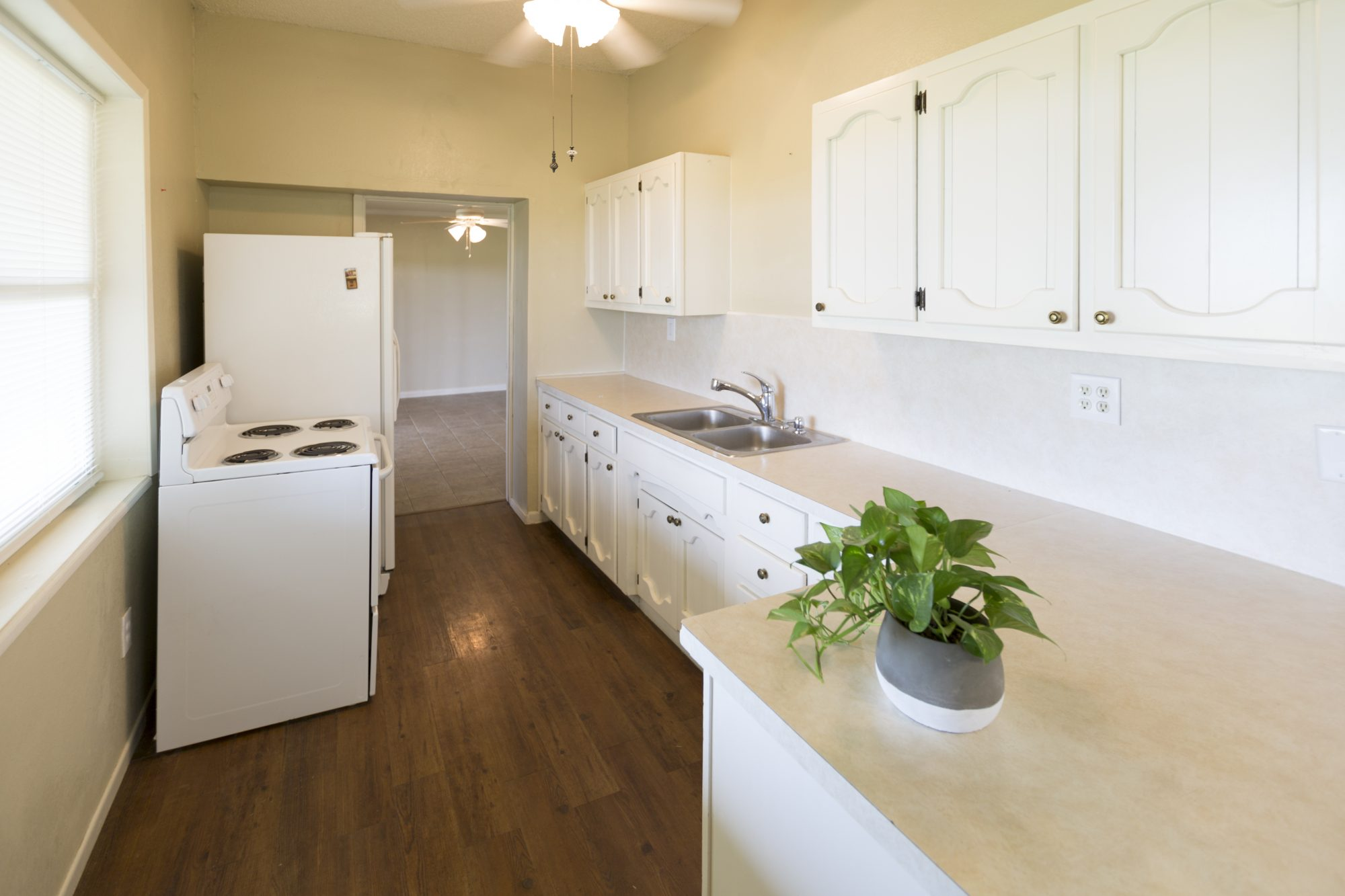 The kitchen of the Brooks home before renovations, as seen on Fixer Upper.