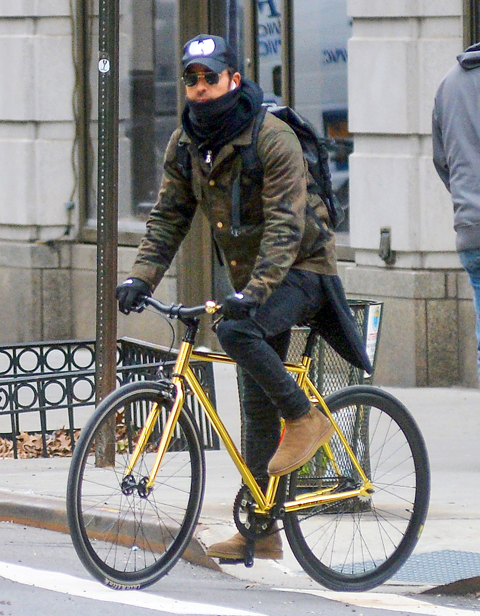EXCLUSIVE: Justin Theroux is Spotted Riding His Bicycle to a Boxing Session in New York City.