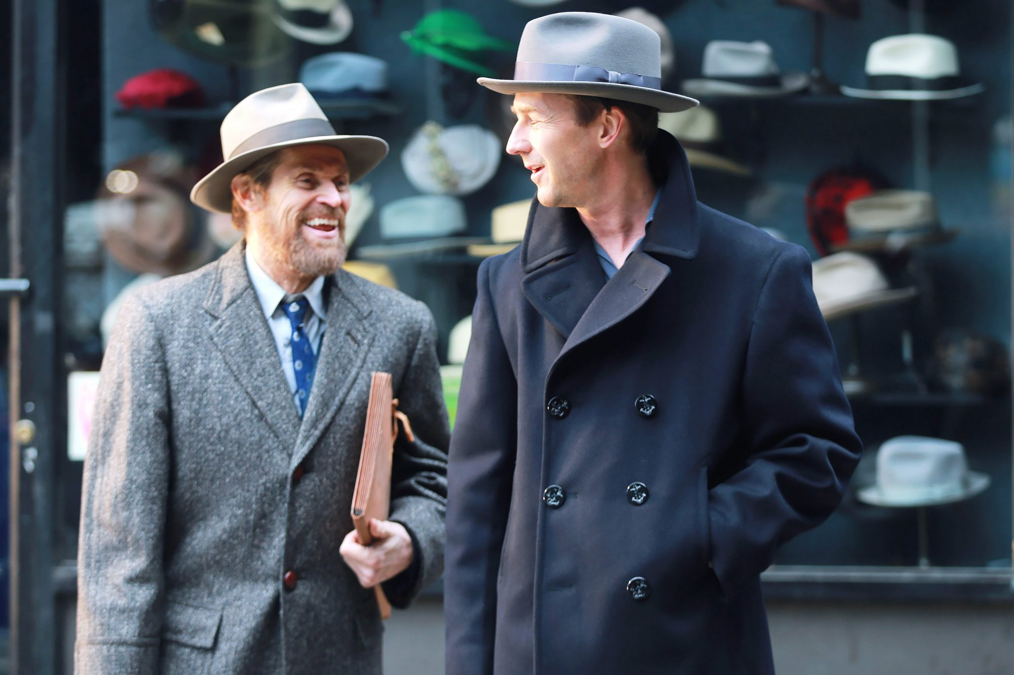 "Ed Norton directs Willem Dafoe' in ""Motherless Brooklyn"""