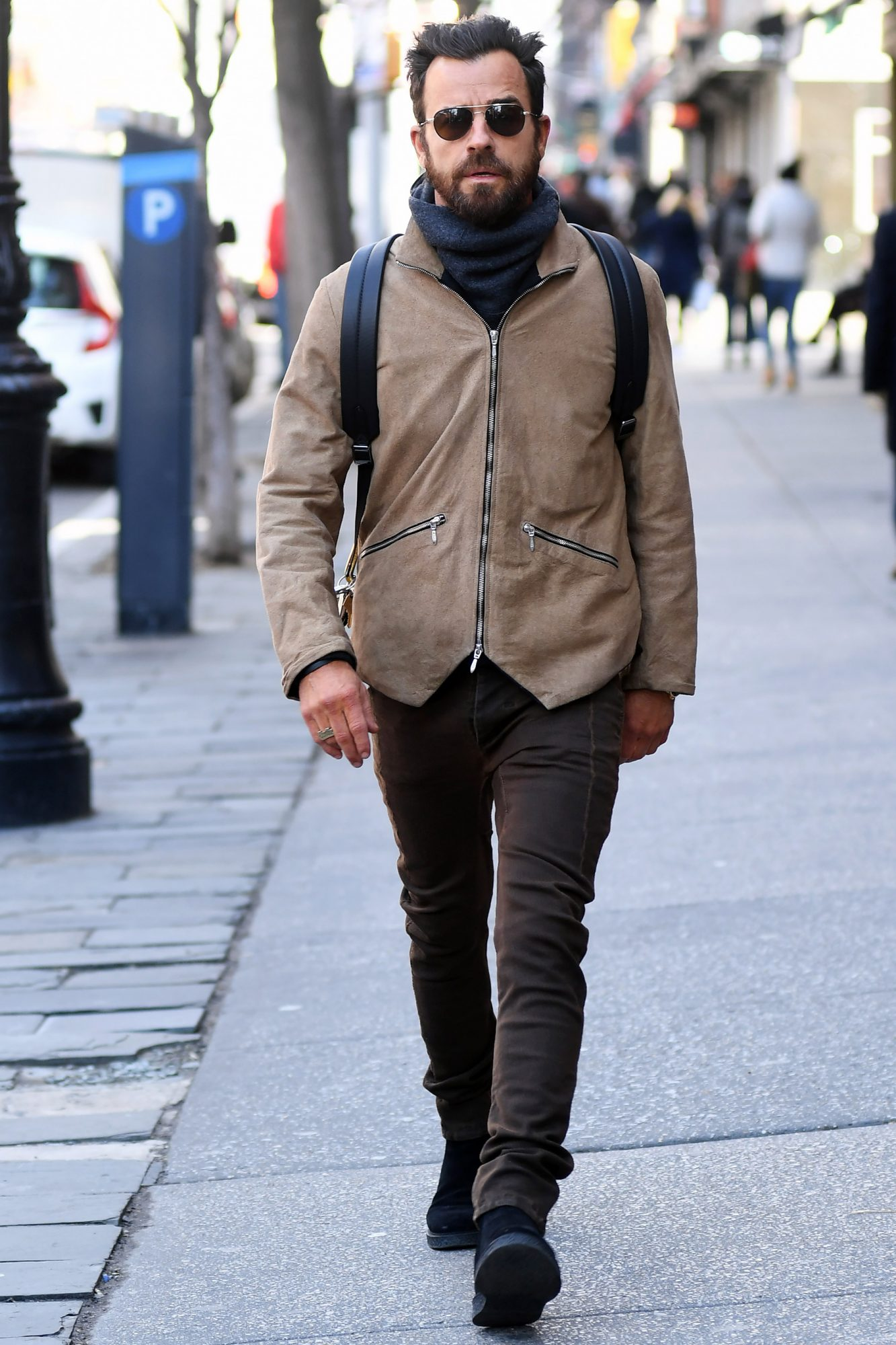 Justin Theroux steps out to buy some groceries after rumors she is dating new girl names Petra Collins
