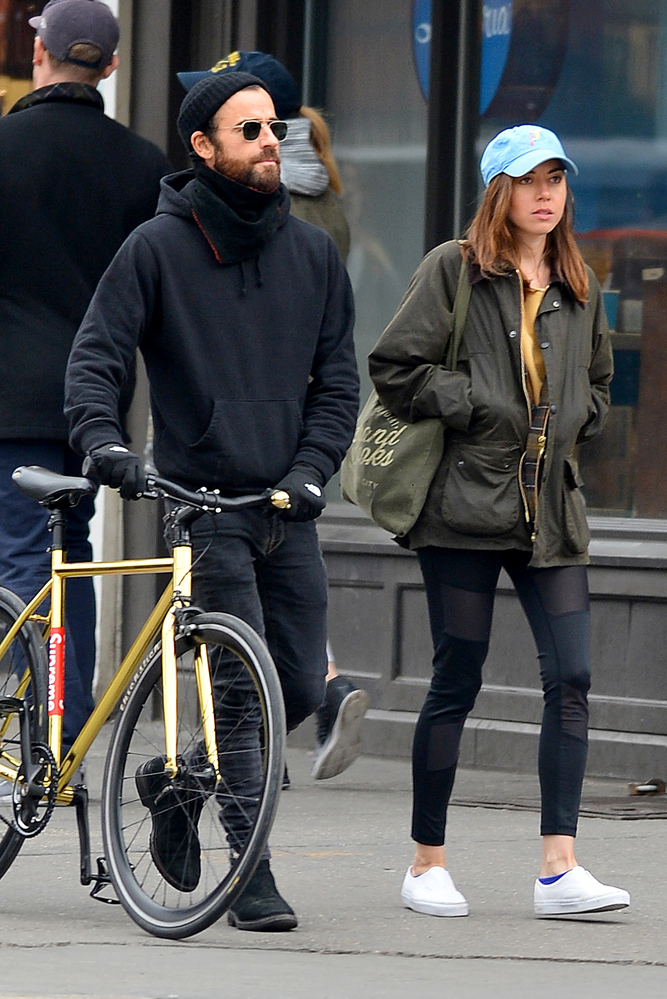 EXCLUSIVE: Justin Theroux is Spotted Out With Aubrey Plaza in New York City then End Up Going Back to Justin's Apartment Together.