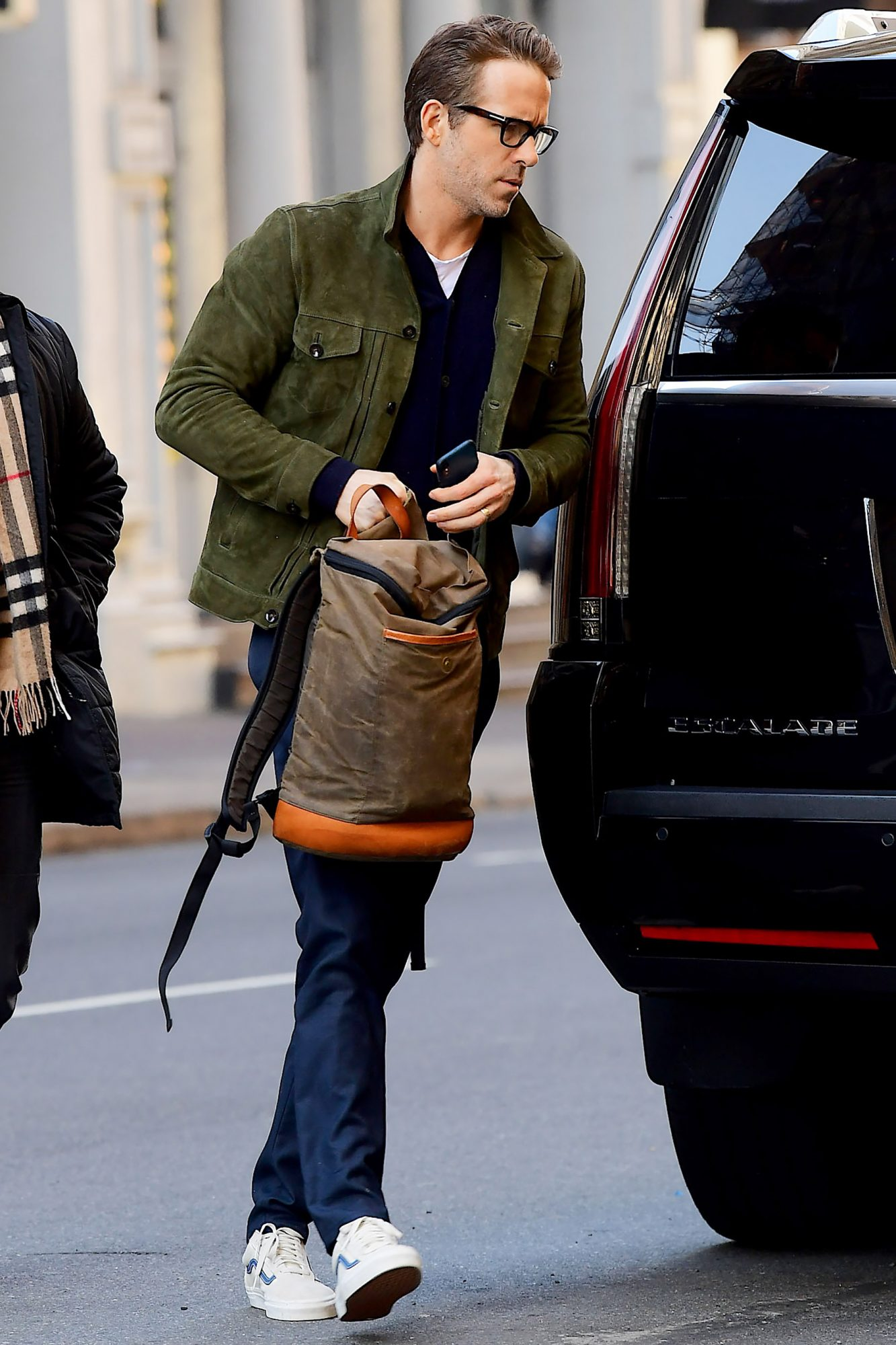 EXCLUSIVE: Ryan Reynolds Spotted looking Cool and Casual Arriving to Photoshoot in NYC
