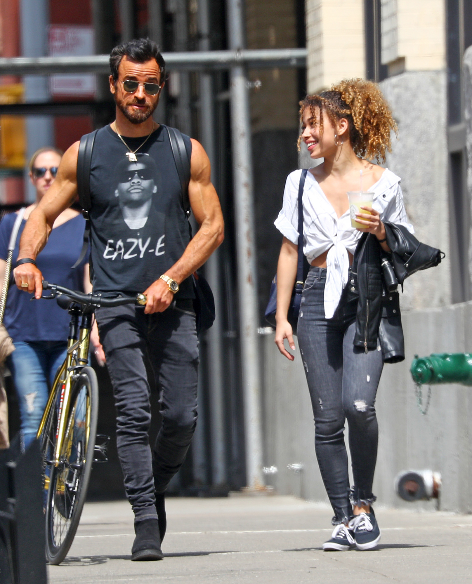 EXCLUSIVE: **NO WEB UNITL 2PM, APRIL 16, NEW YORK TIME** Justin Theroux spotted with a mystery girl in New York