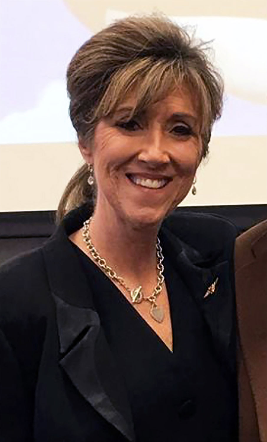 Heroic pilot Tammie Jo Shults who landed Southwest flight after engine explosion