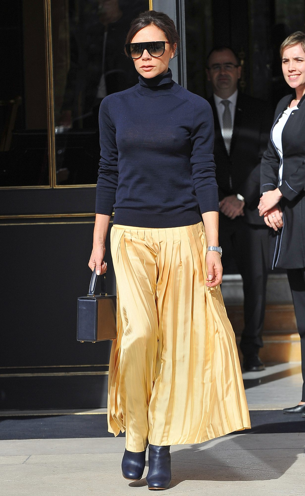 Victoria Beckham goes at Gare du Nord to take a Eurostar back to London in Paris