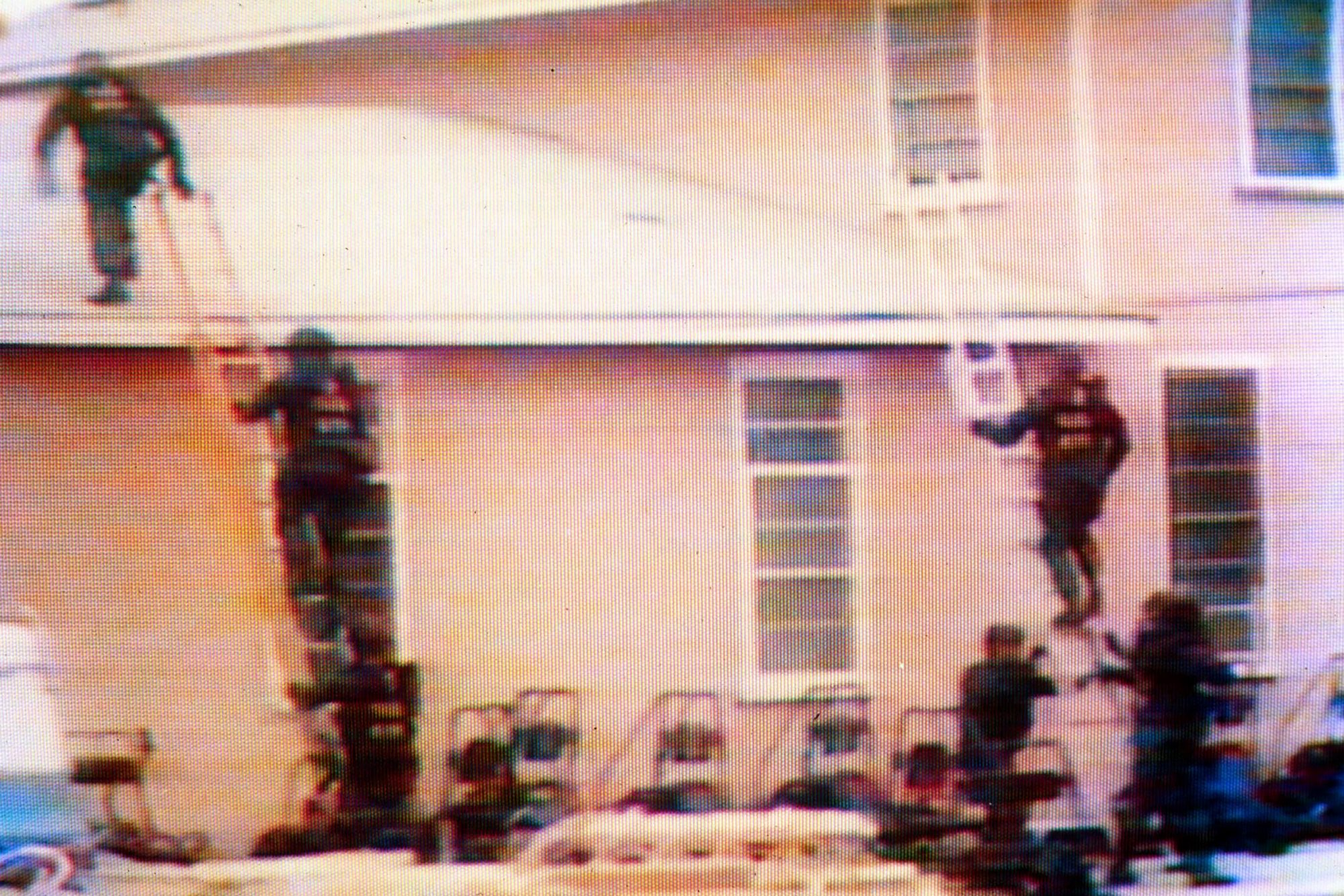 WACO SIEGE OF THE BRANCH DAVIDIAN RELIGIOUS SECT RANCH, TEXAS, AMERICA  -  MAR 1993