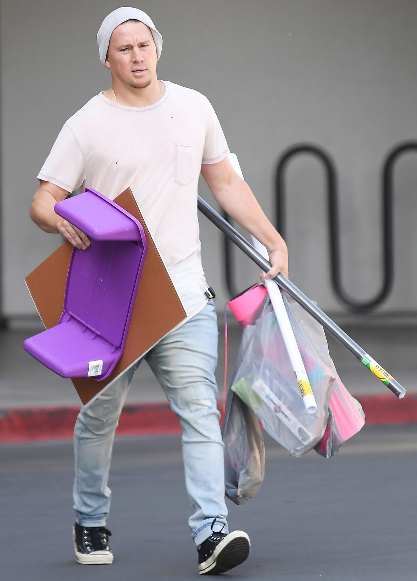 EXCLUSIVE: Channing Tatum carries out a handful of arts and crafts from Michaels arts and crafts store