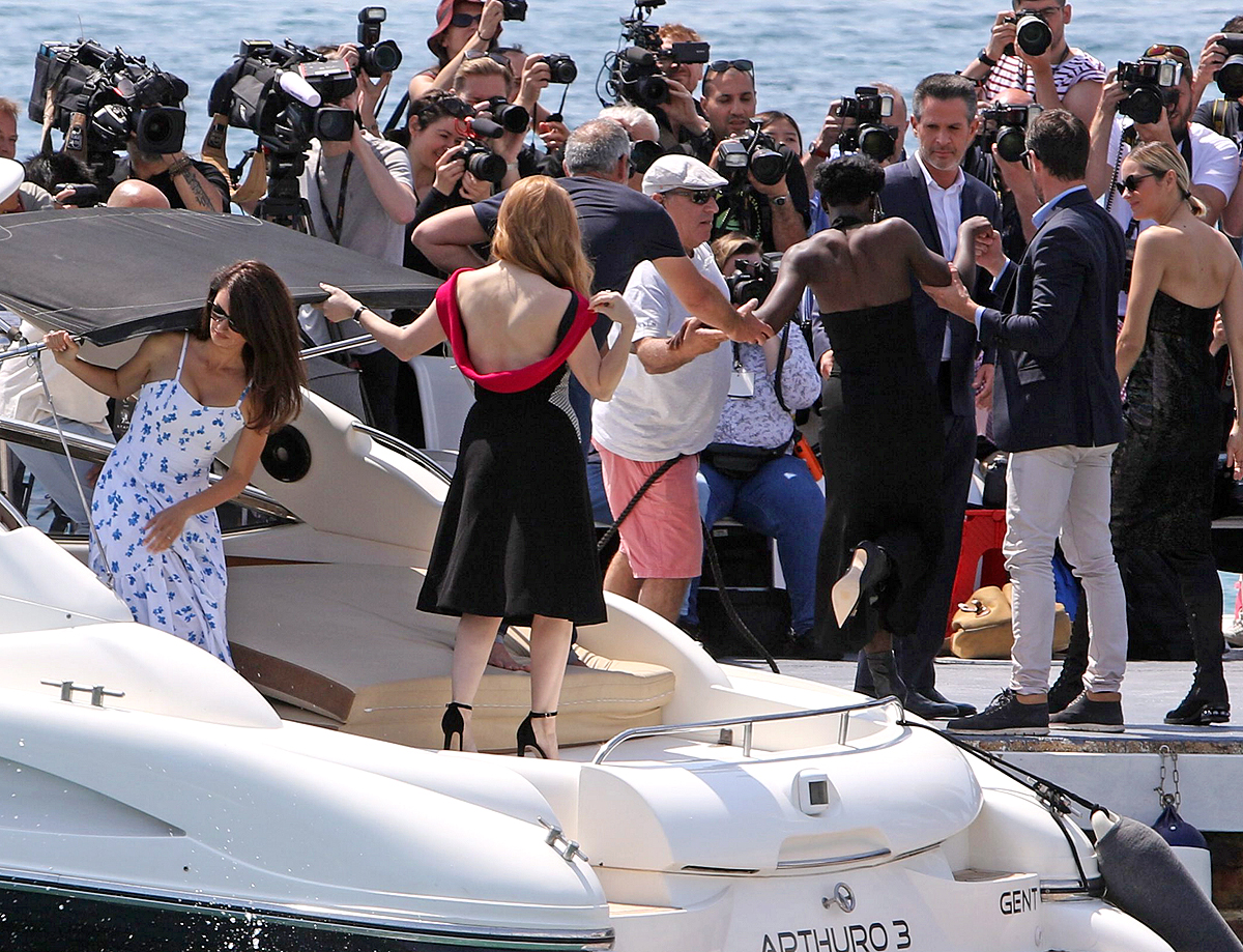 Penelope Cruz, Jessica Chastain, Marion Cottilard, Fan Bingbing came by boat at Hotel Majestic Cannes for Photocall