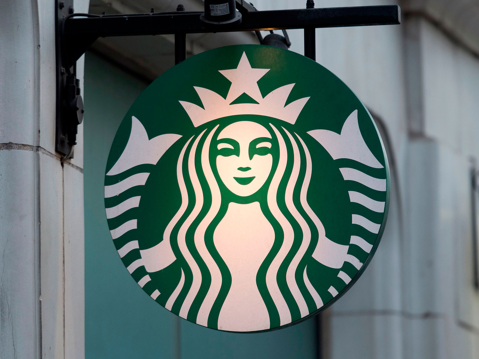 BRITAIN-ECONOMY-RETAIL-COMPANY-STARBUCKS