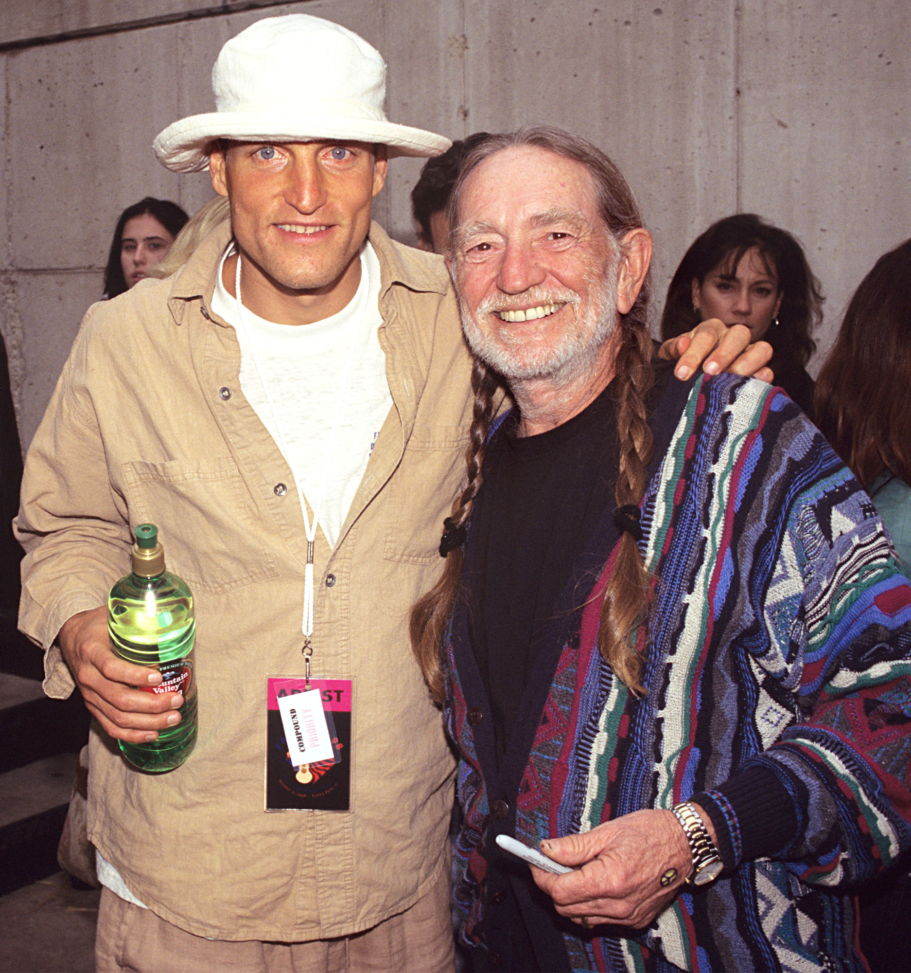 Photo of Willie NELSON and Woody HARRELSON