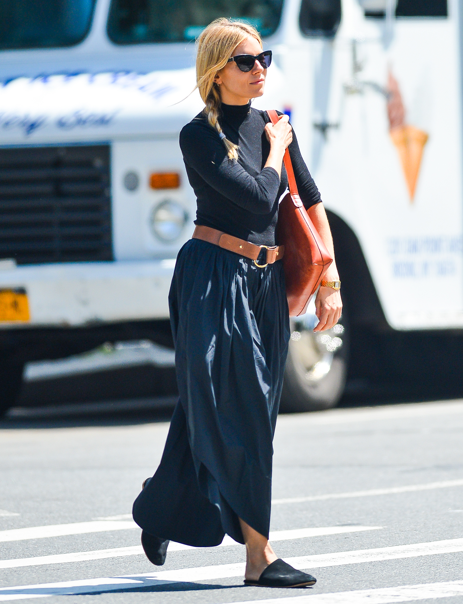Sienna Miller Appears to Have a Great Time While Out to Lunch with a Mystery Man in New York City