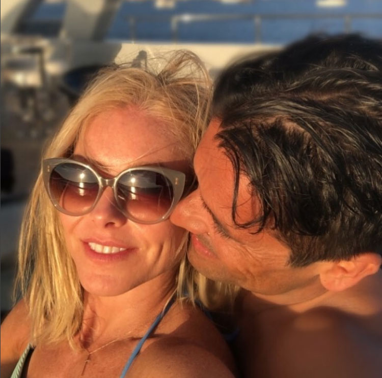 celeb-vacations-fourth-of-july-kelly=ripa-mark-consuelos