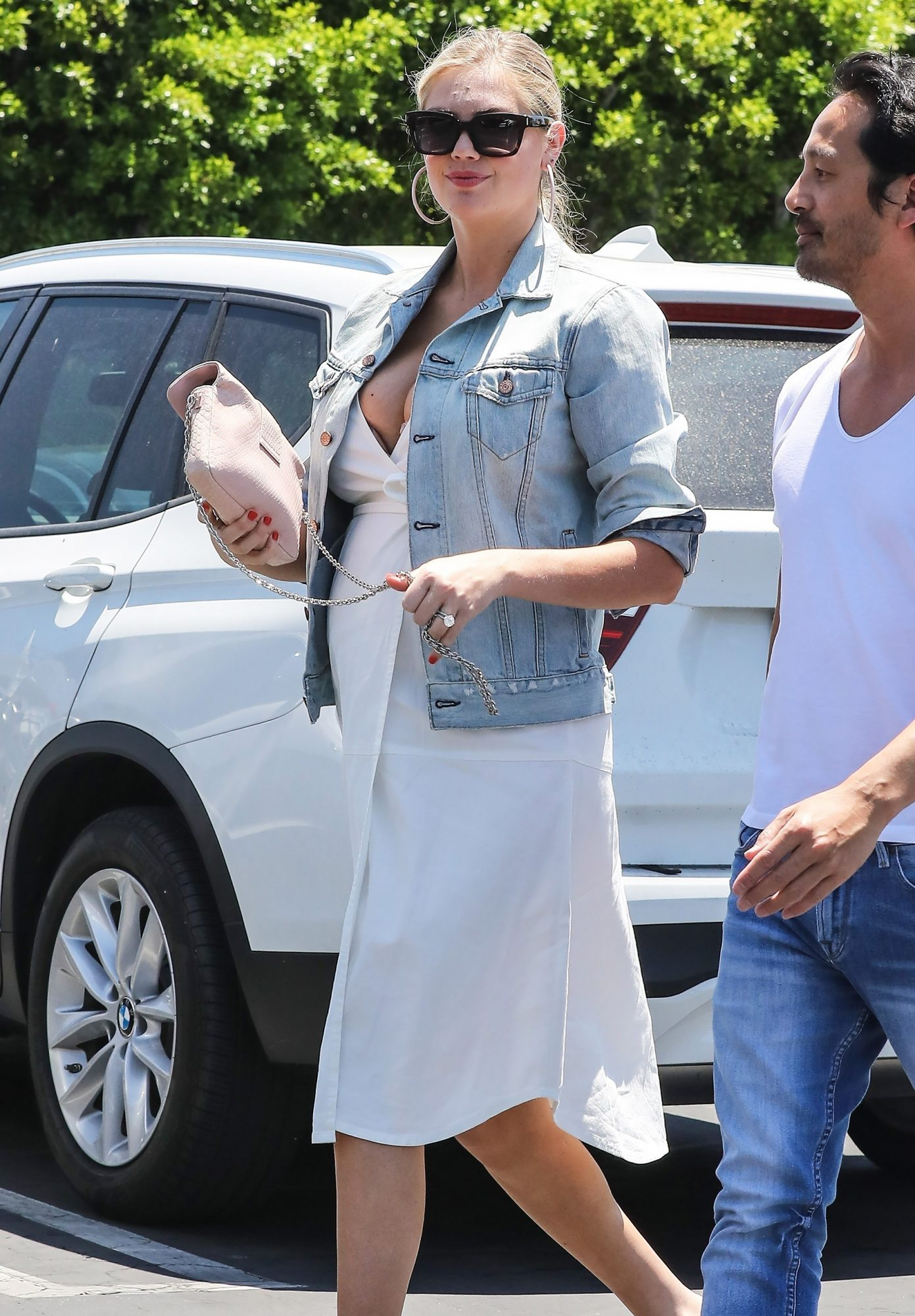 *EXCLUSIVE* Kate Upton shows off her growing baby bump at Mauro's Cafe in West Hollywood