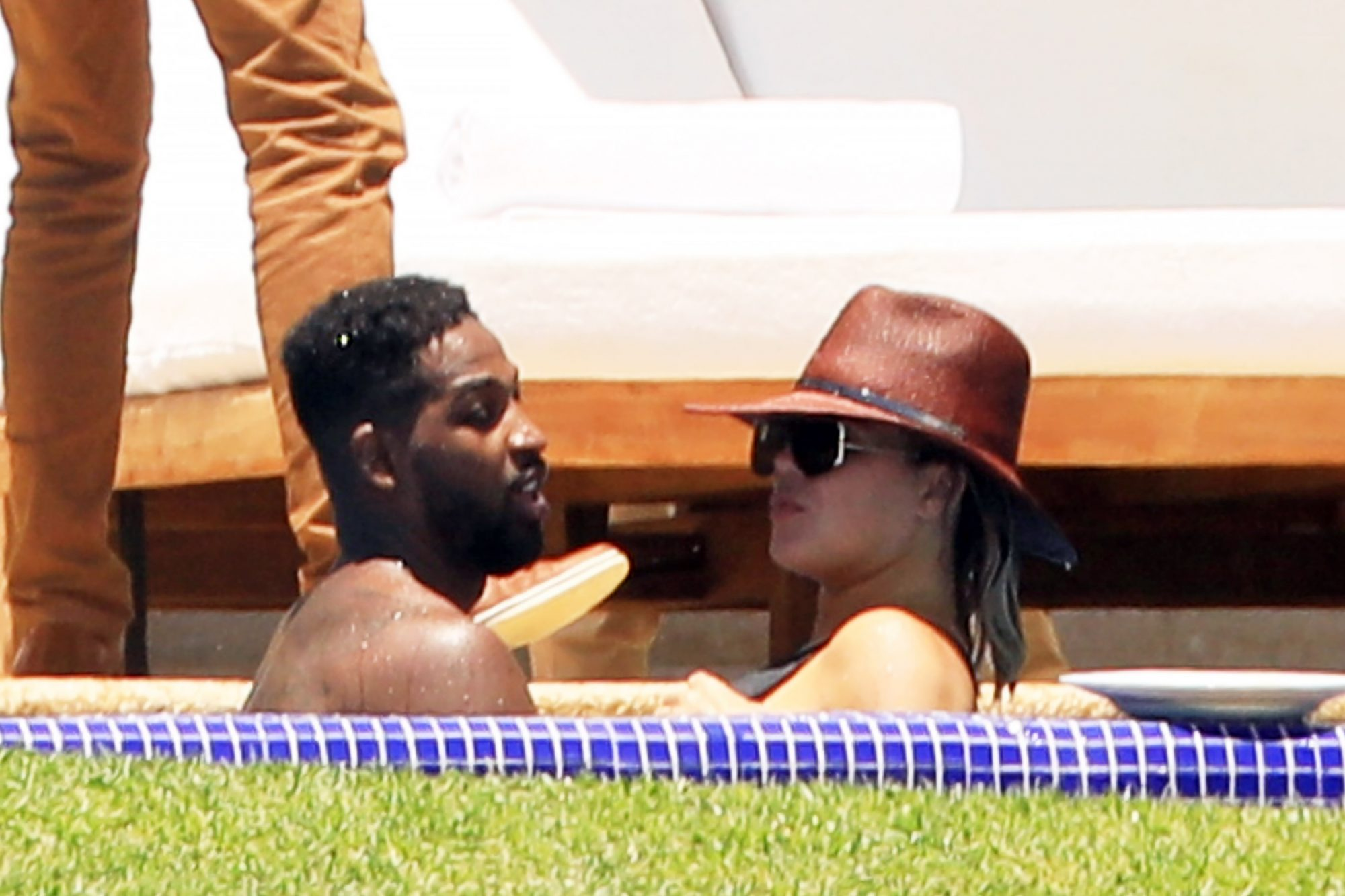 Kendall Jenner and Khloe Kardashian heat things up in Puerto Vallarta!