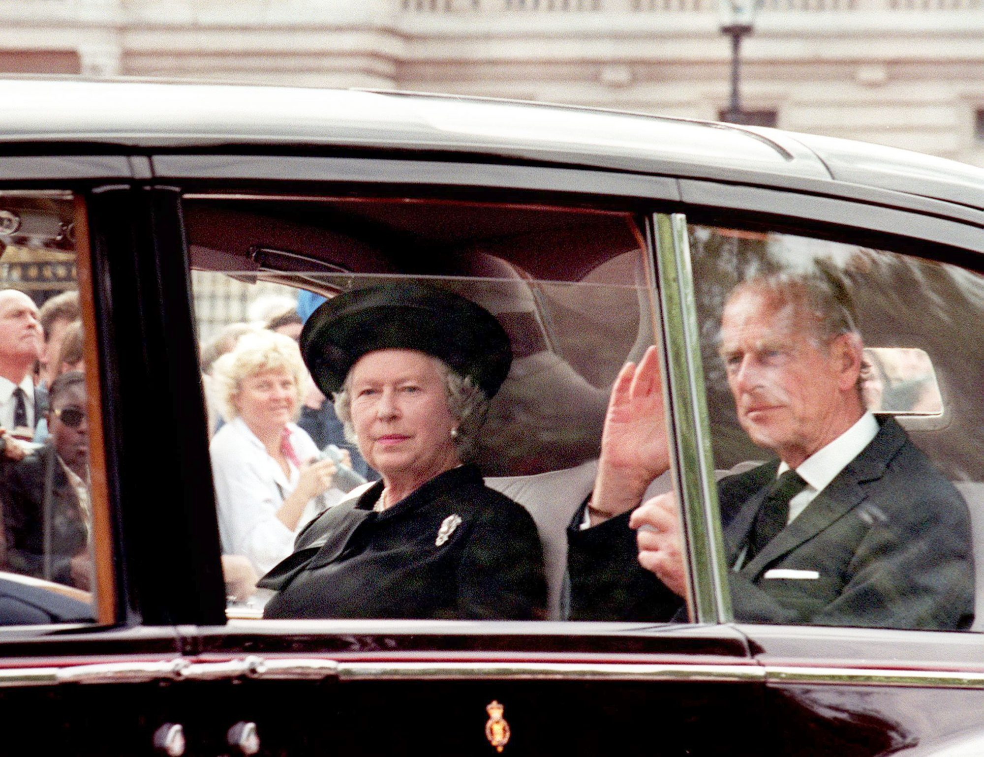 The Moment The Queen Paid Tribute To Princess Diana After Her Death People Com