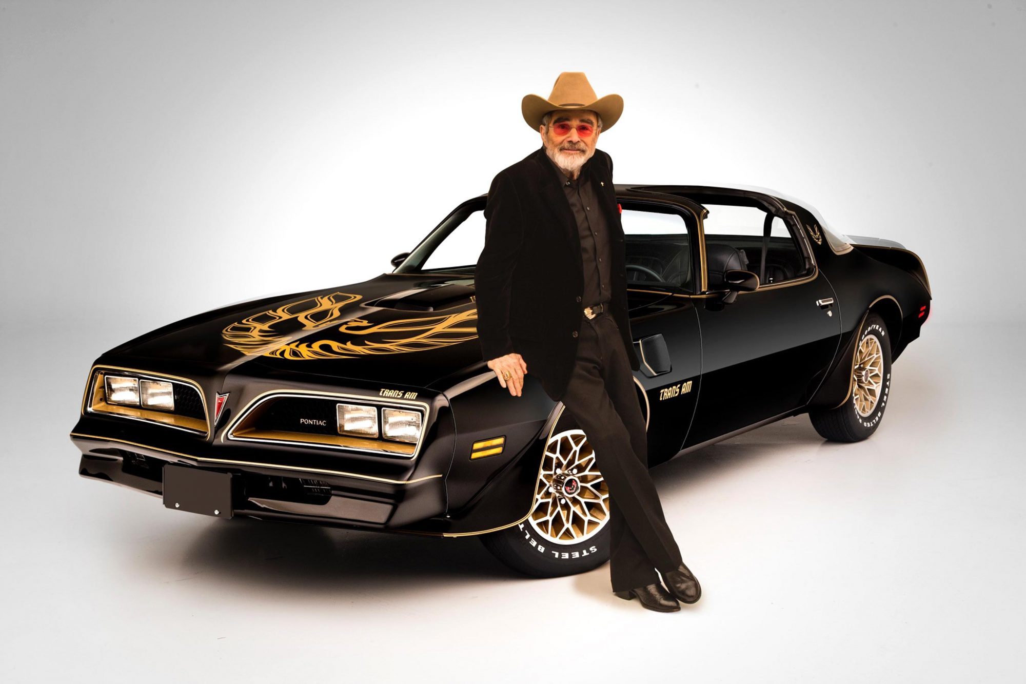 Burt-Reynolds-with-his-1977-Pontaic-Firebird-Trans-Am-Smokey-and-the-Bandit-Promo-car---sold-for-$550,000-at-the-Scottsdale-2016-Auction