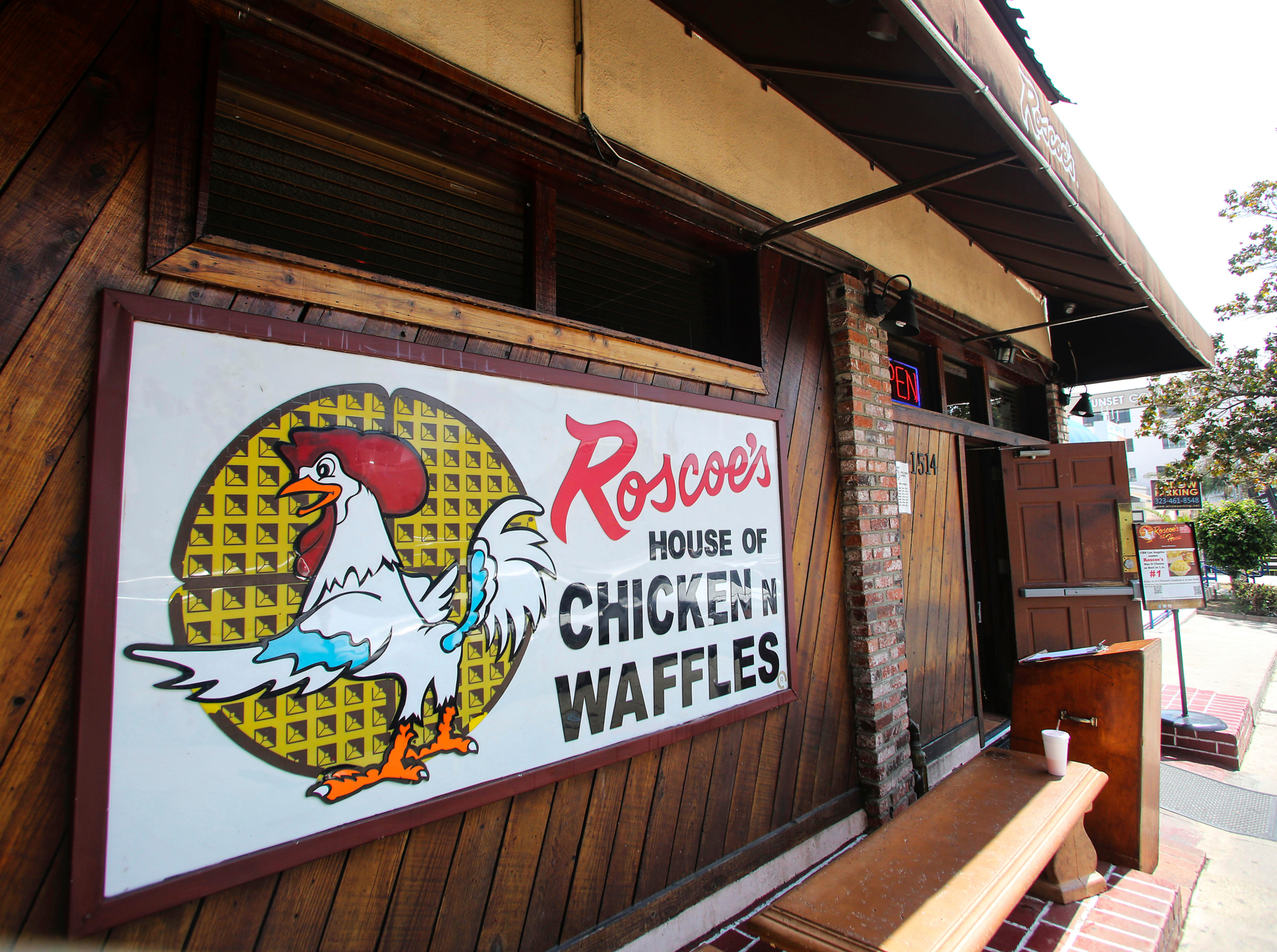 "Los Angeles, California, USA. 13th Apr, 2016. Roscoe's House of Chicken A""n Waffles in Hollywood. (Photo by Ringo Chiu/PHOTOFORMULA.com).Usage Notes: This content is intended for editorial use only. For other uses, additional clearances may be required. © Ringo Chiu/ZUMA Wire/Alamy Live News"