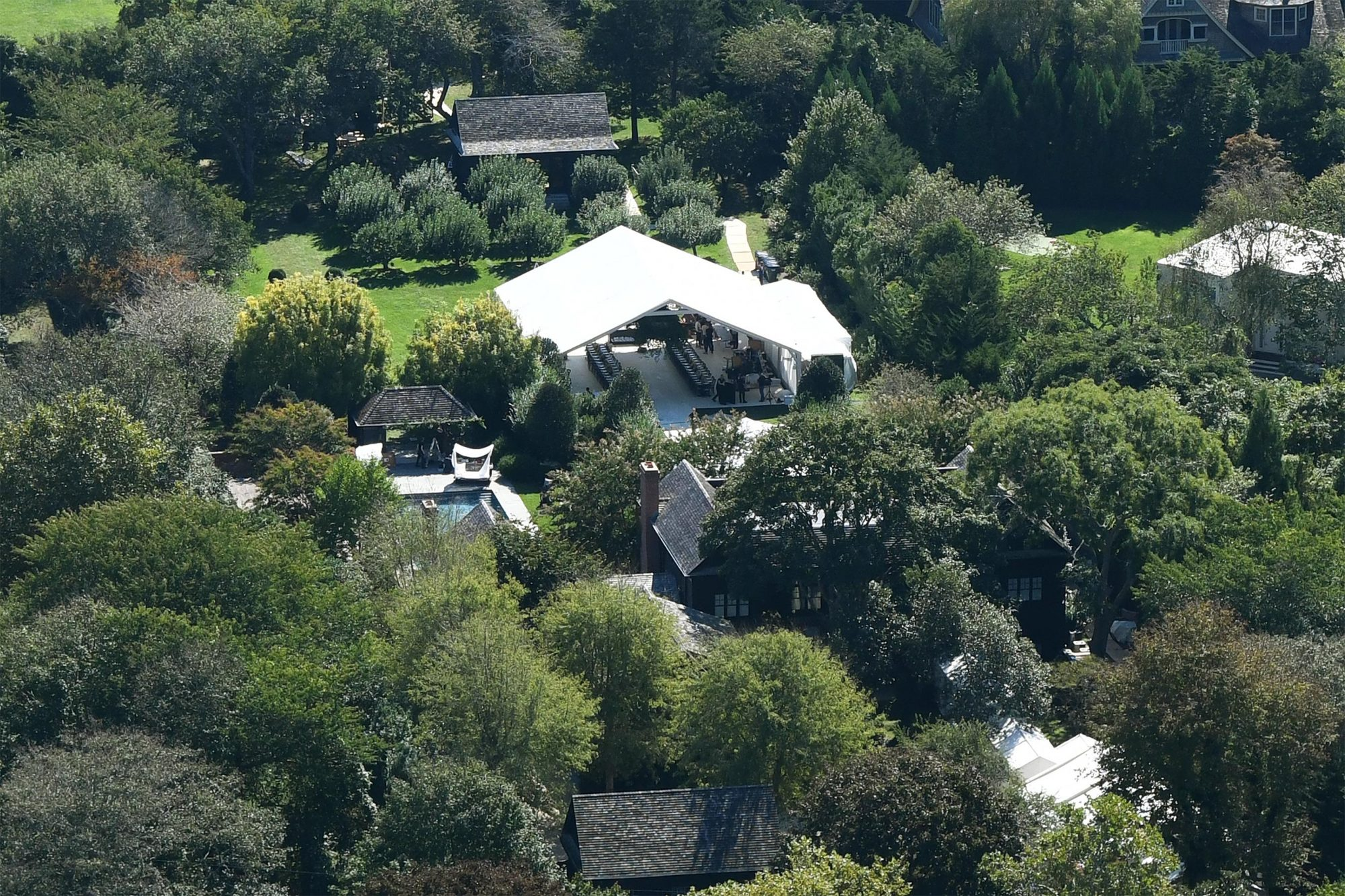EXCLUSIVE: Gwyneth Paltrow & Brad Falchuk wedding prep GV's in the garden of Gwyneth's Hampton's home, just a few hours before the couple get married.