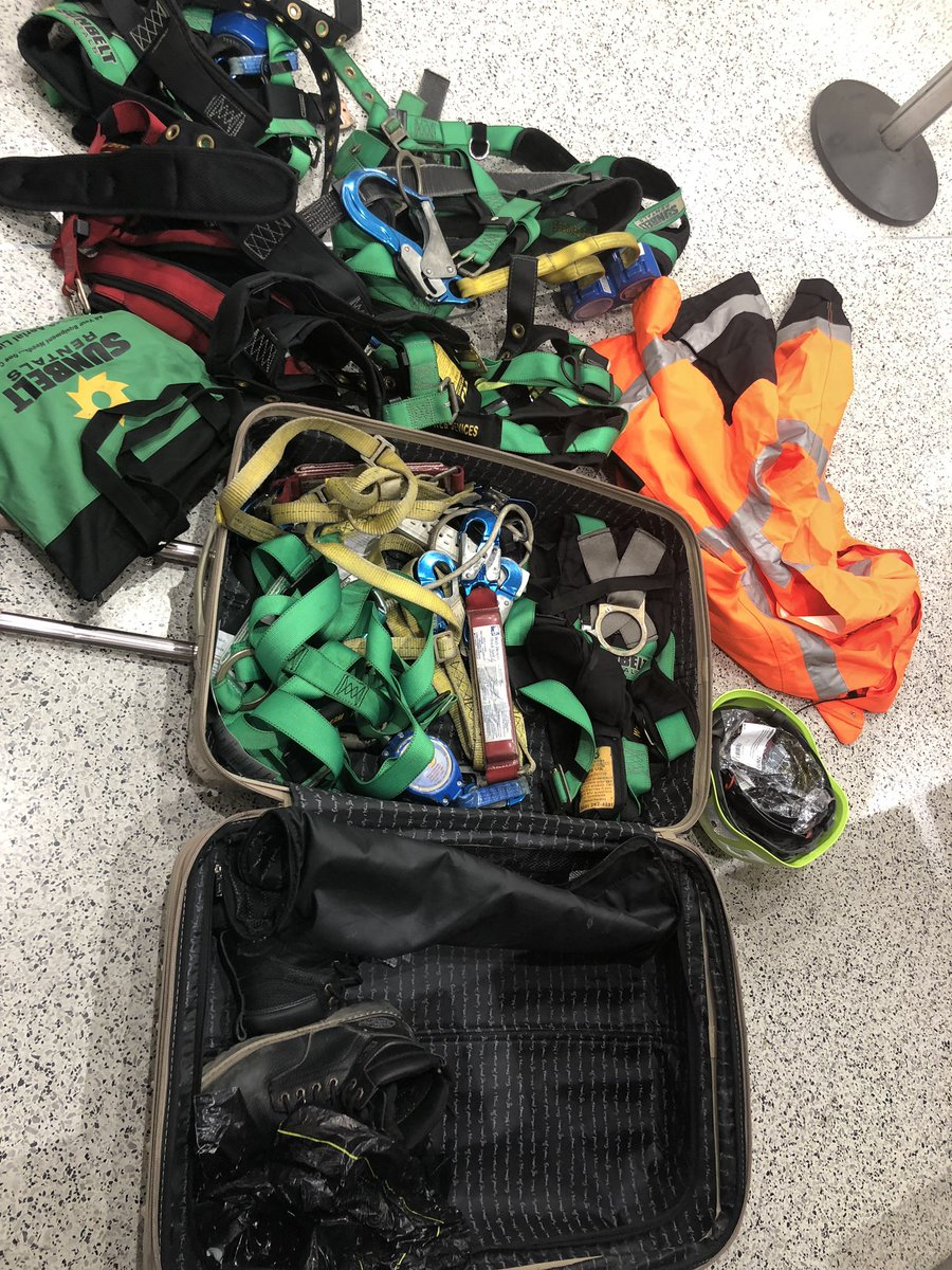 anna-knight-american-airlines-suitcasce-gear