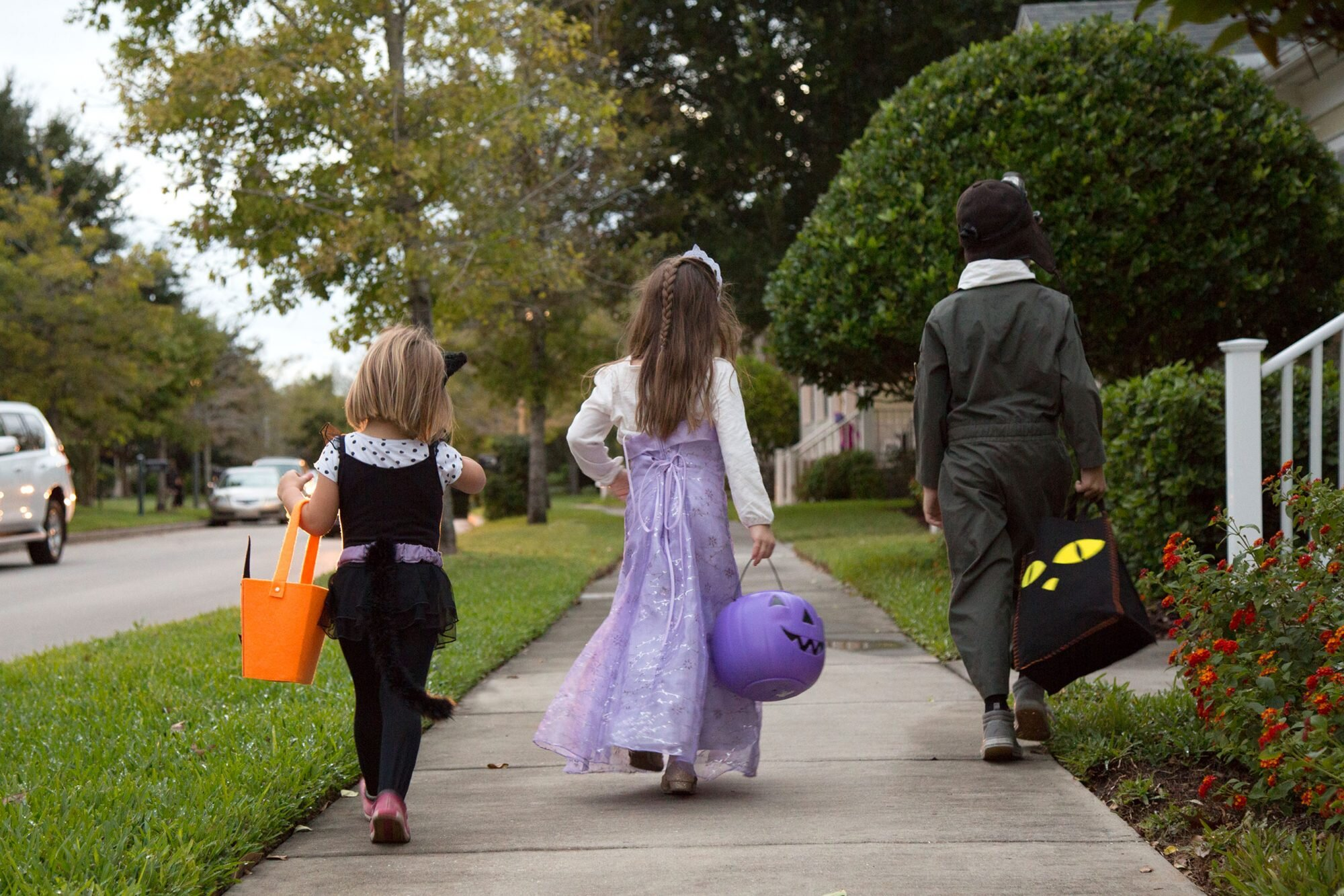 Los Angeles County Bans Trick-or-Treating on Halloween 2020 Due to  Coronavirus   PEOPLE.com