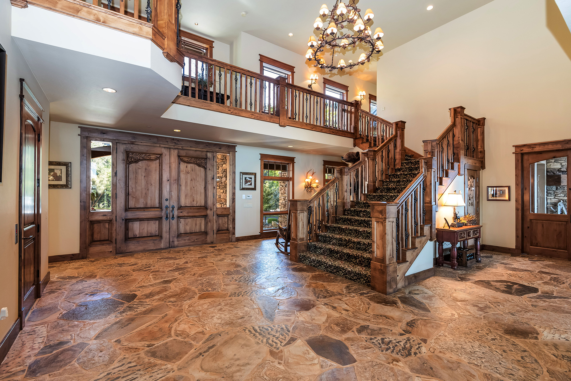 lotto-winner-house-entryway