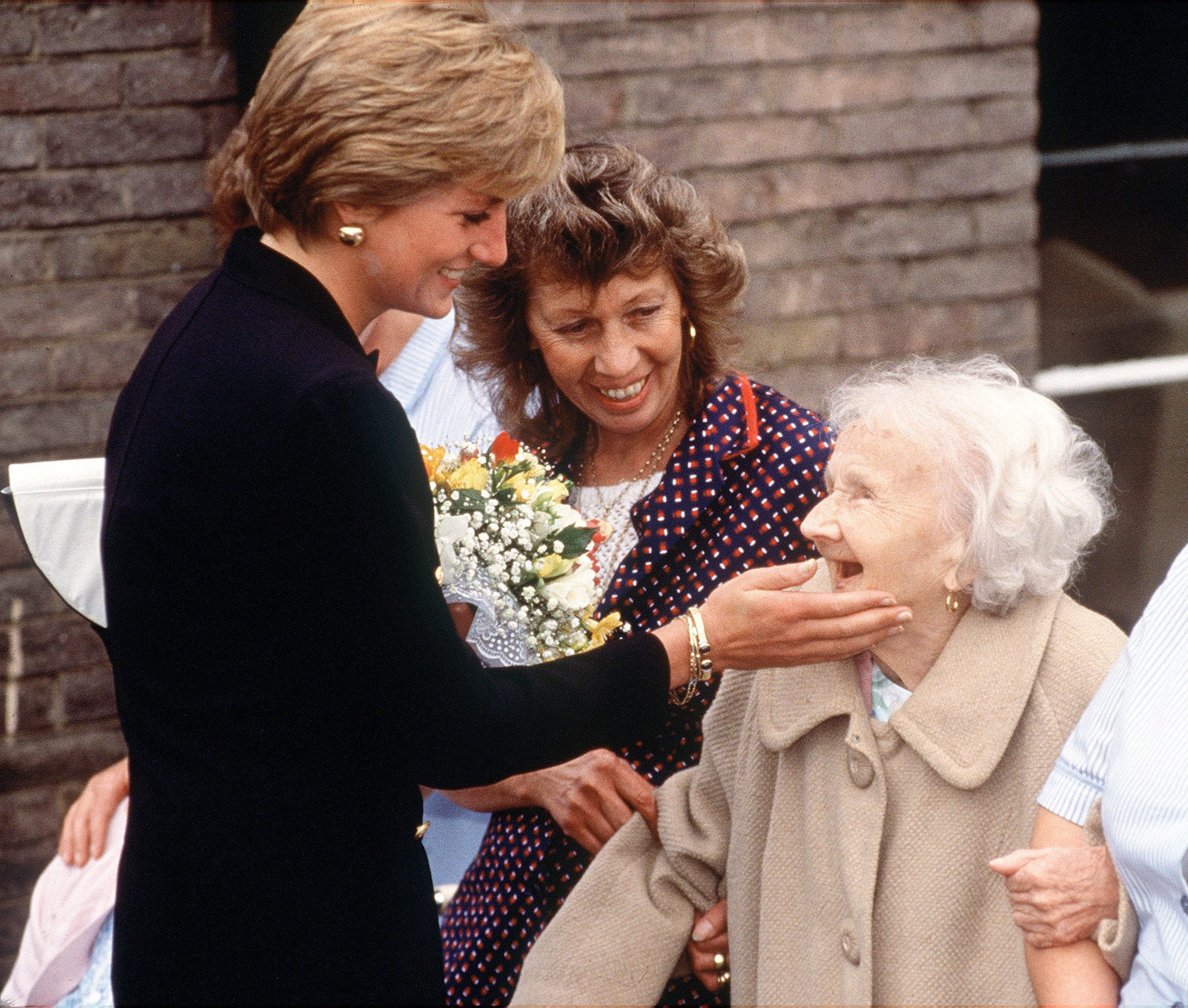 DIANA_WITH_OLD_LADY