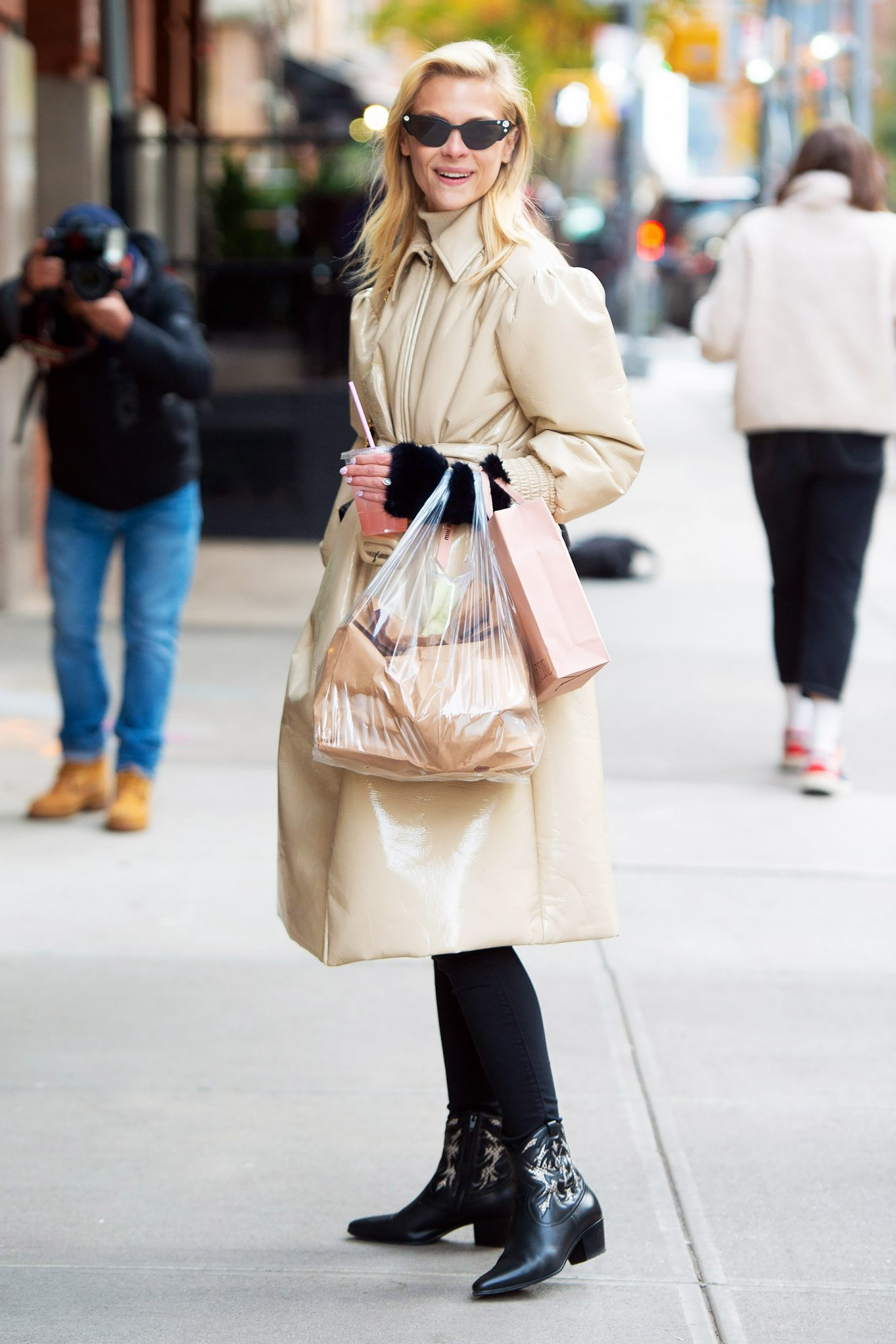 Jaime King arrives at her hotel in NYC.