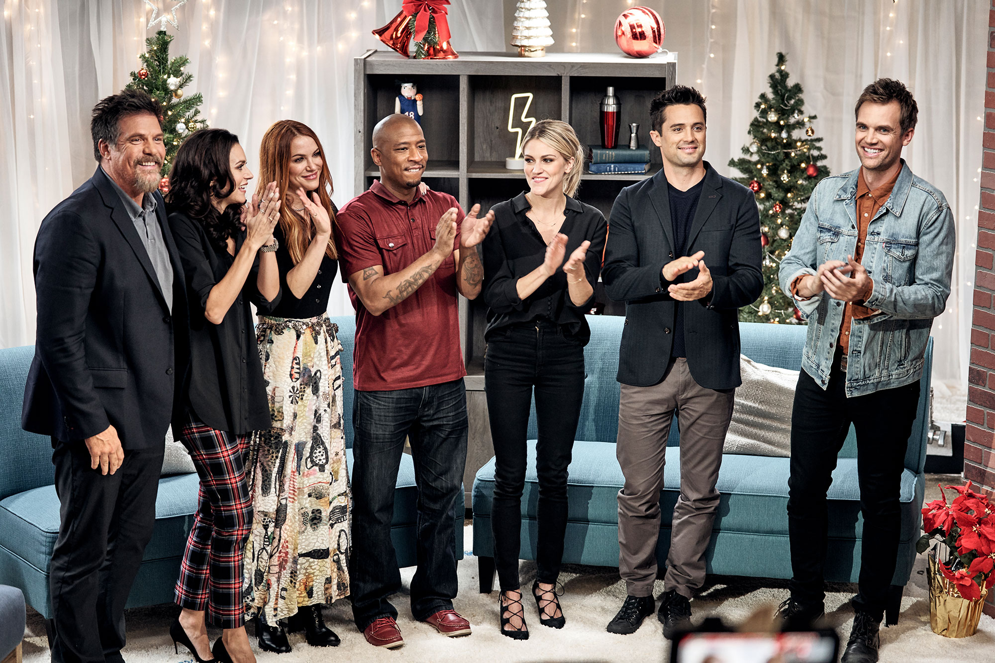 Cast Of Christmas Contract 2020 One Tree Hill Cast on Reuniting in Lifetime's The Christmas