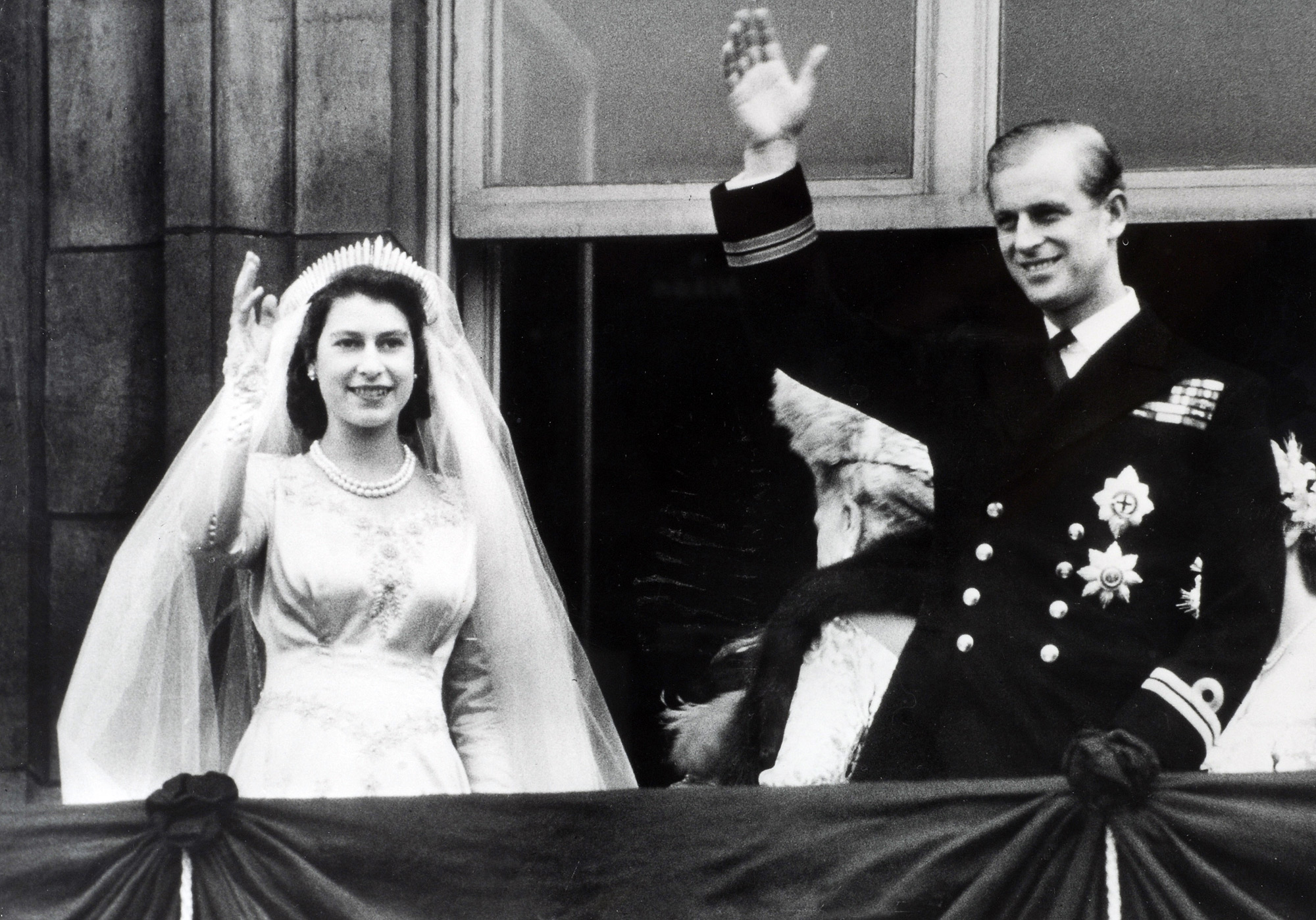 British Royalty, London, England, 20th November 1947, Princess Elizabeth (now The Queen) and Prince Philip, The Duke of Edinburgh wave to crowds from the balcony of Buckingham Palace following their marriage (Photo by Popperfoto/Getty Images)
