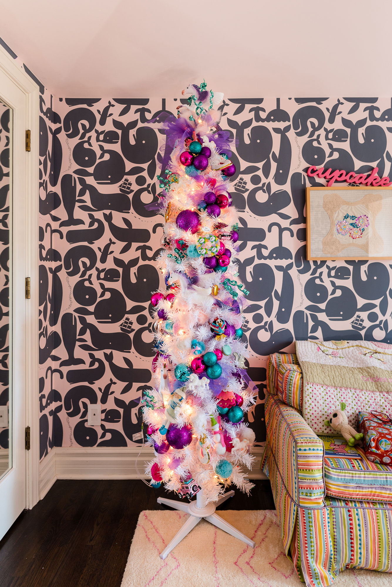 busy-philipps-holiday-colorful-tree