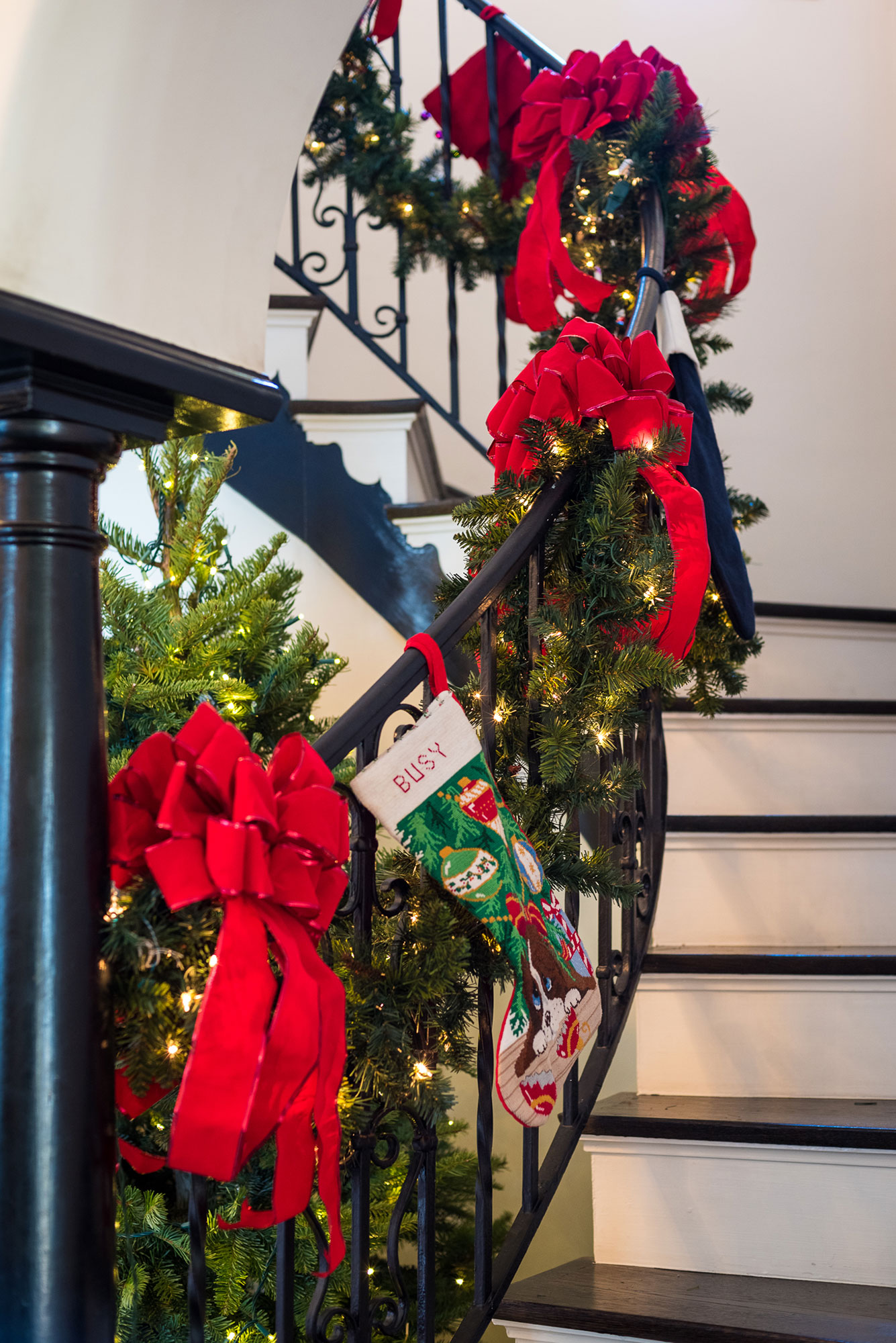 busy-philipps-holiday-garland-staircase