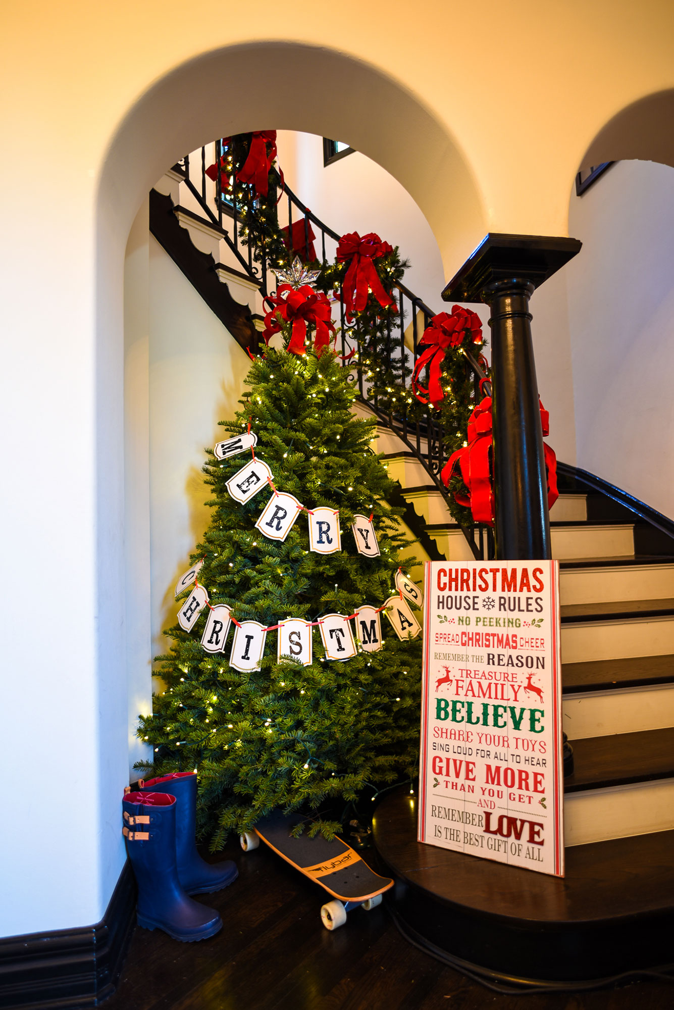 busy-philipps-merry-christmas-tree