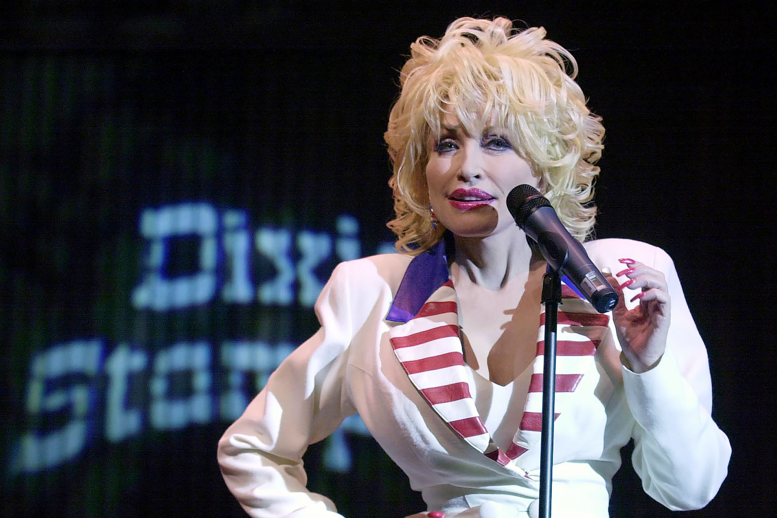 DOLLY'S LOOK, ORLANDO, USA - 18 Jun 2003