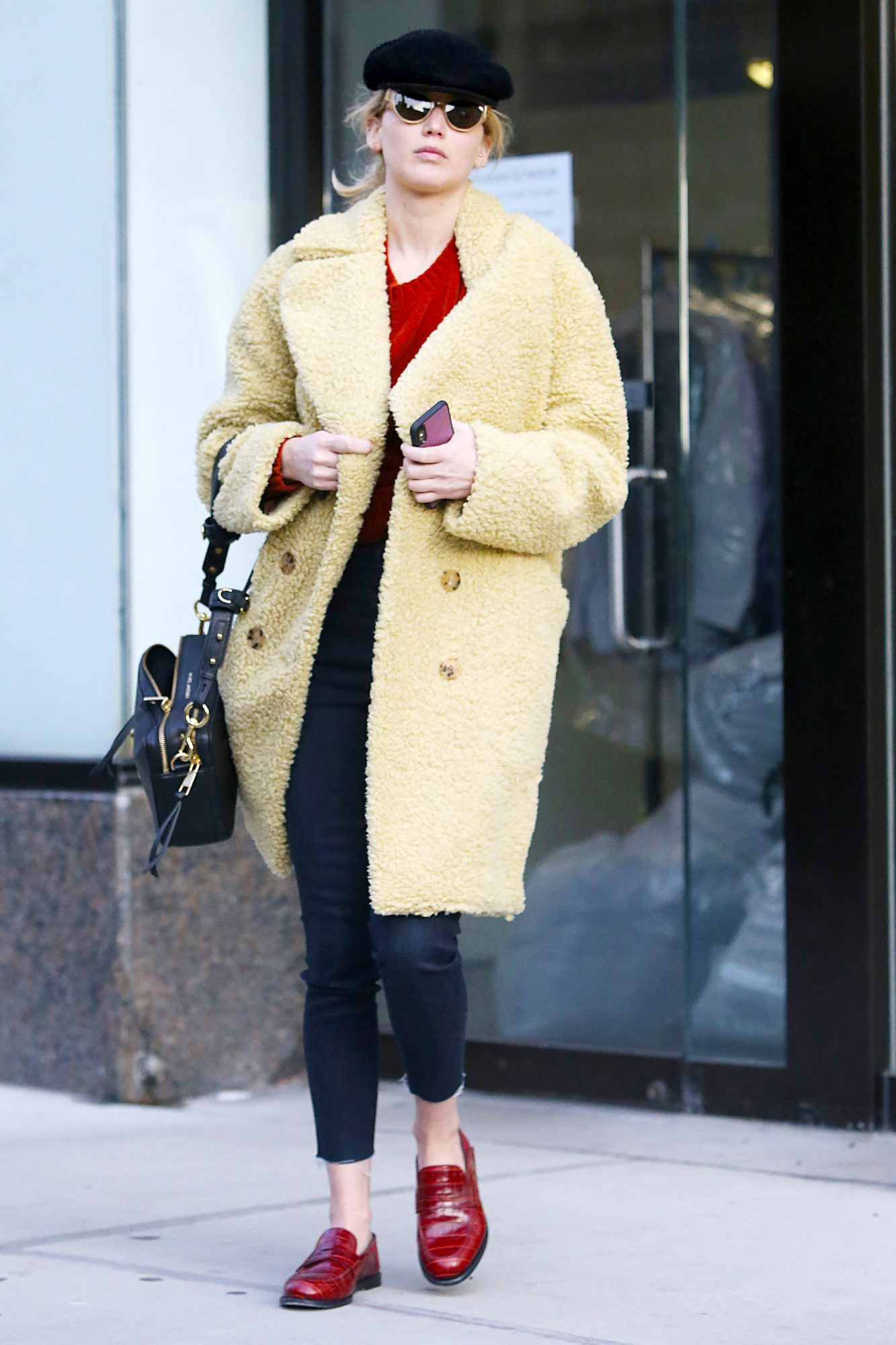 EXCLUSIVE: Jennifer Lawrence is Spotted Heading to a Salon for a Pamper Session in New York City.