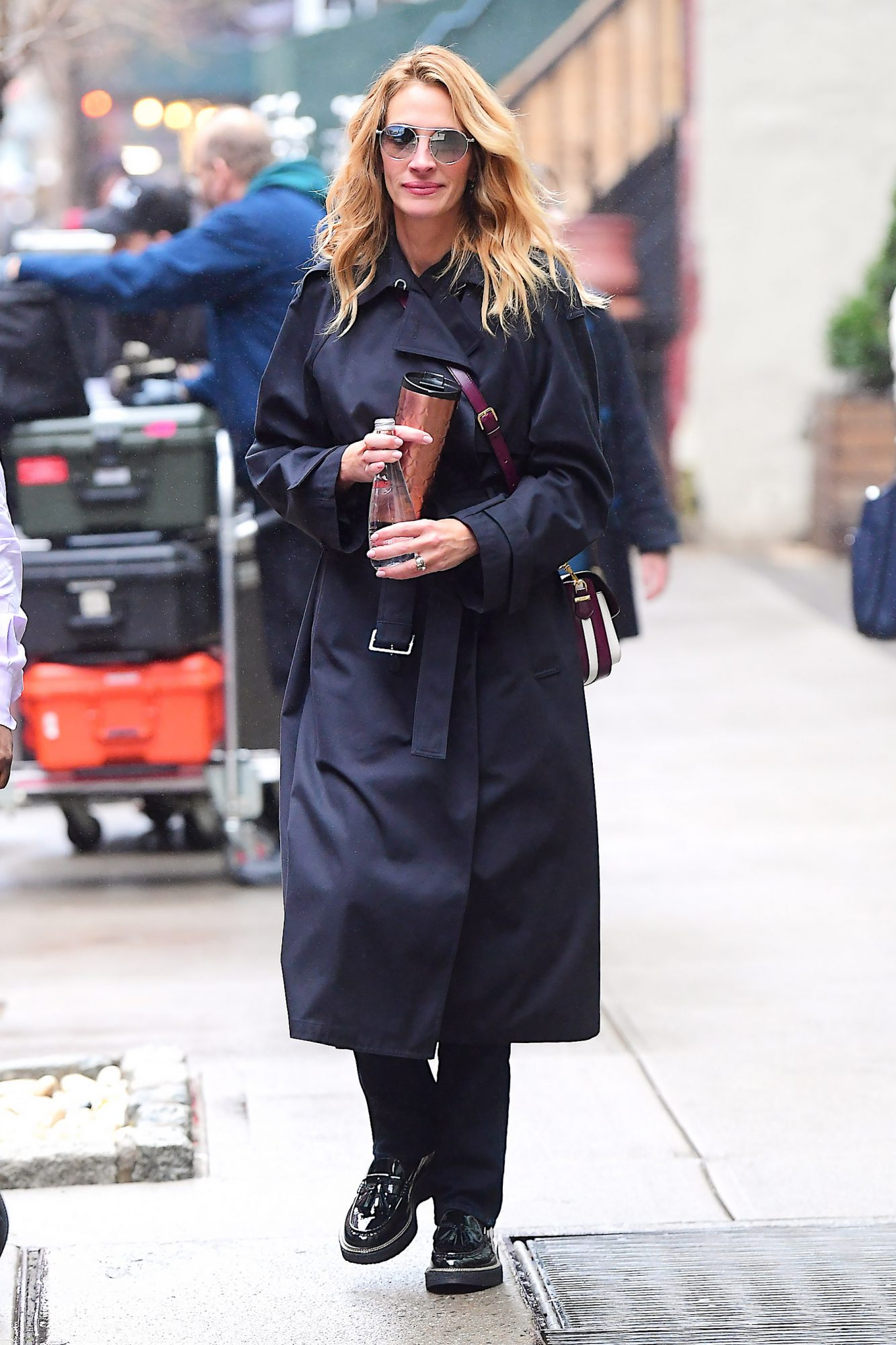 EXCLUSIVE: Julia Roberts has a Big Smile while Enjoying some Retail Therapy in NYC