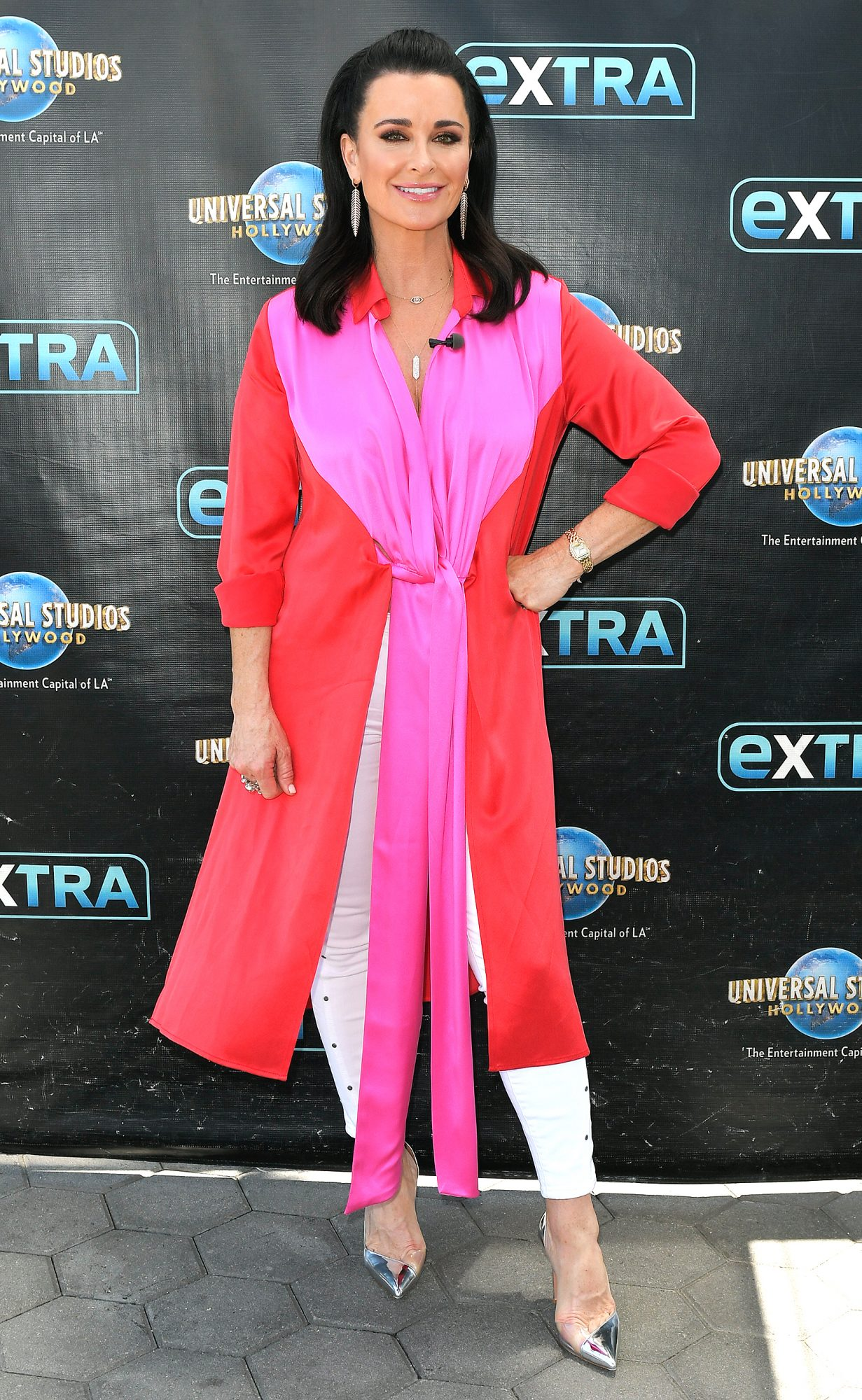 "Kyle Richards and Jennifer Bartels Visit ""Extra"""
